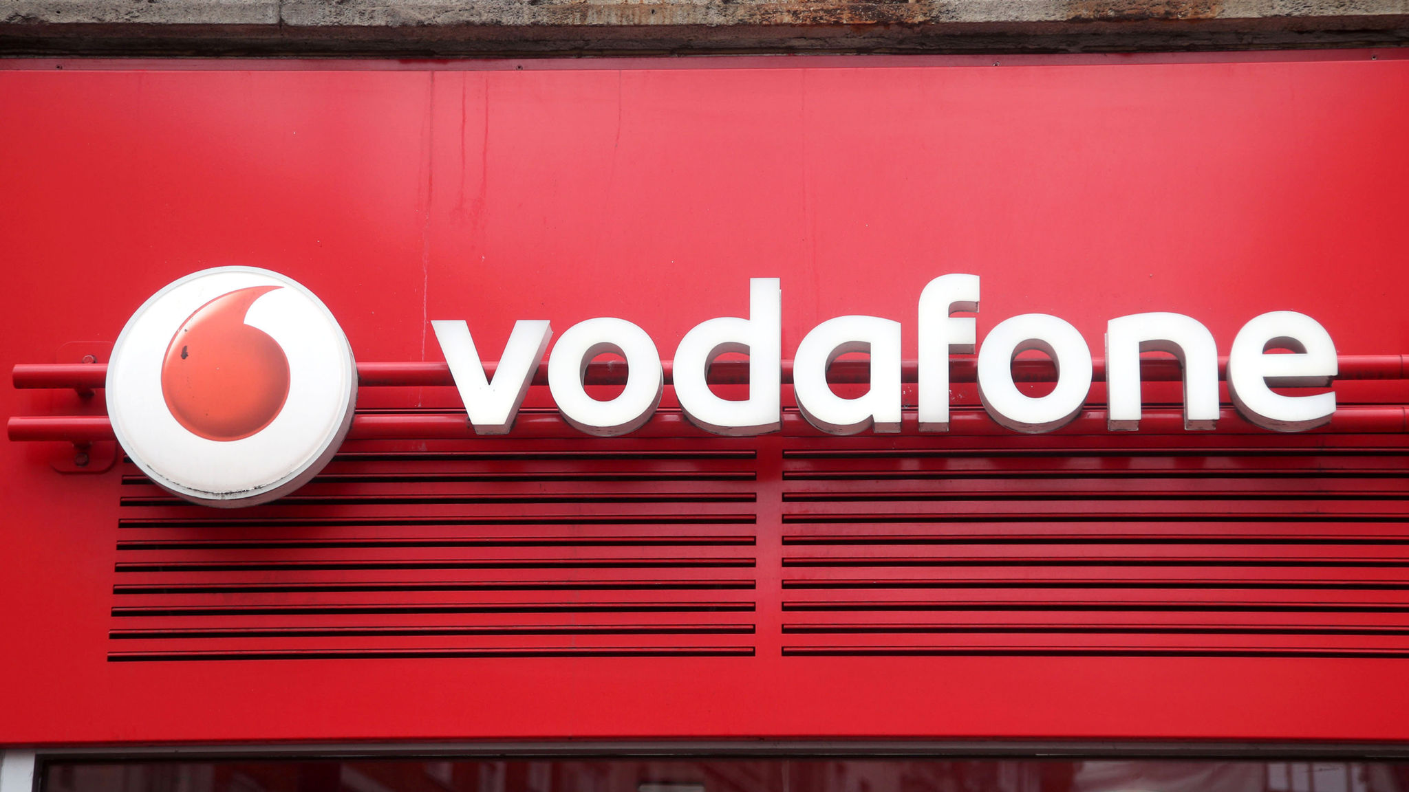 Vodafone plans 1,000 5G sites by 2020 in race with rivals