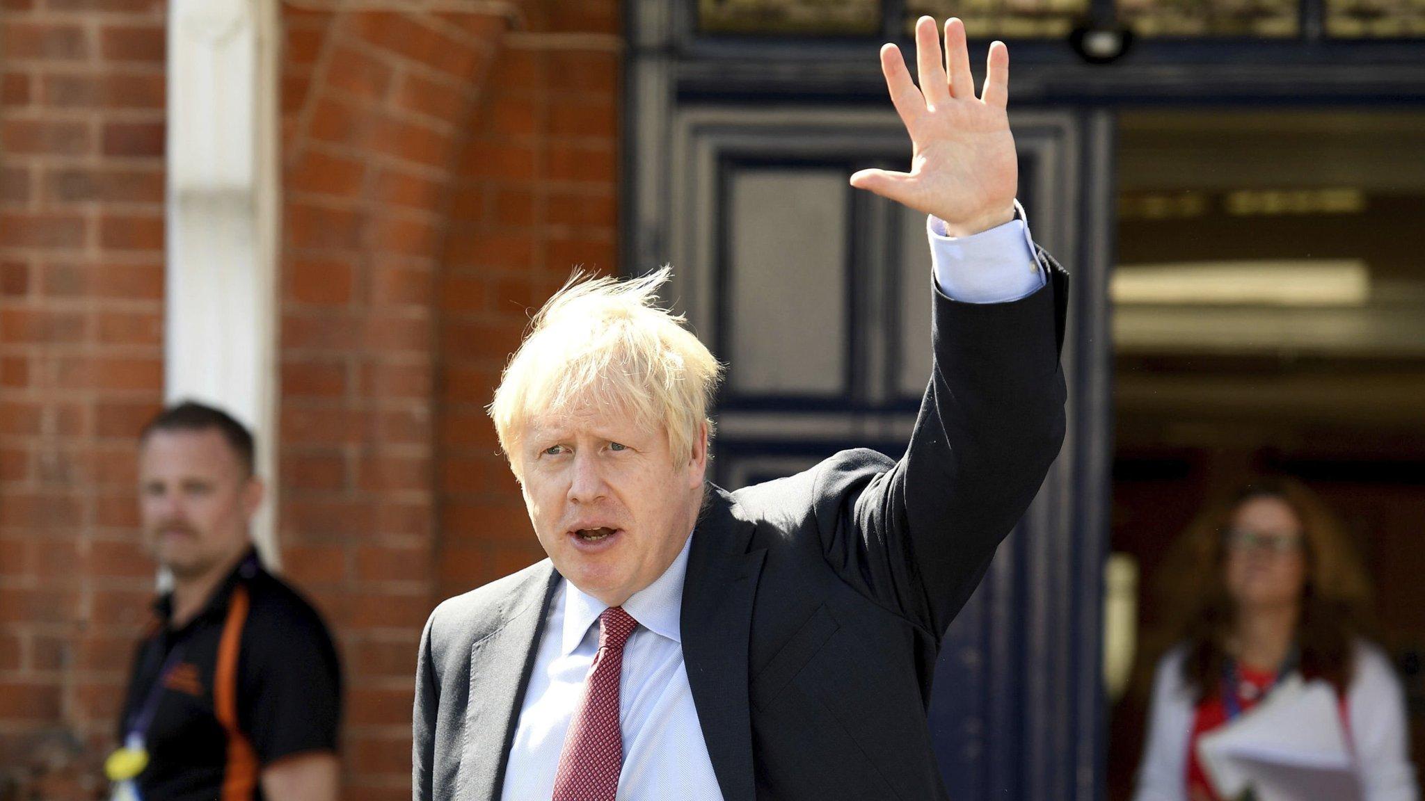 Boris Johnson faces diplomatic balancing act in Biarritz