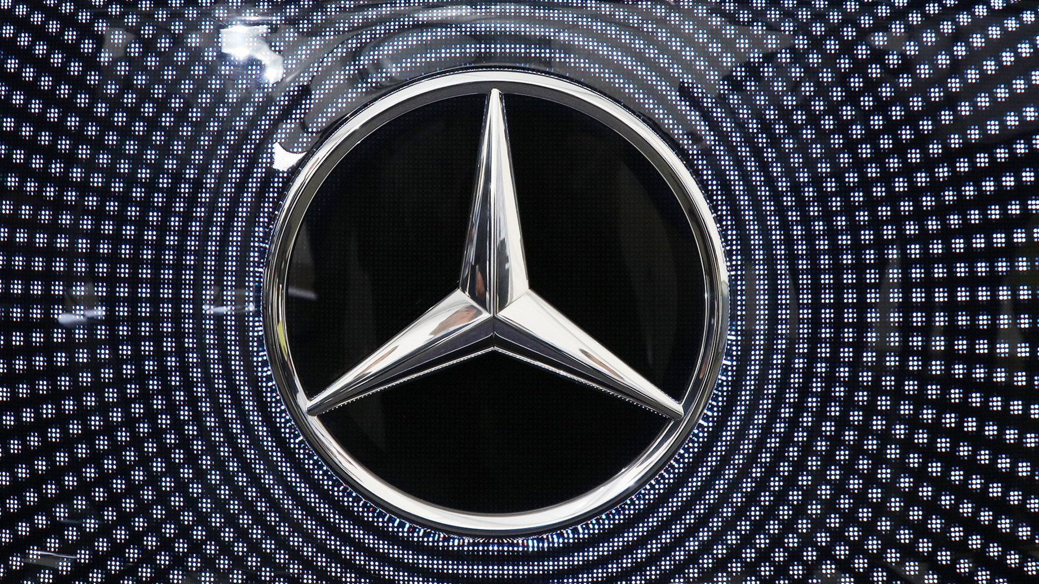 Mercedes benz invests 1bn to make electric cars in us voltagebd Image collections