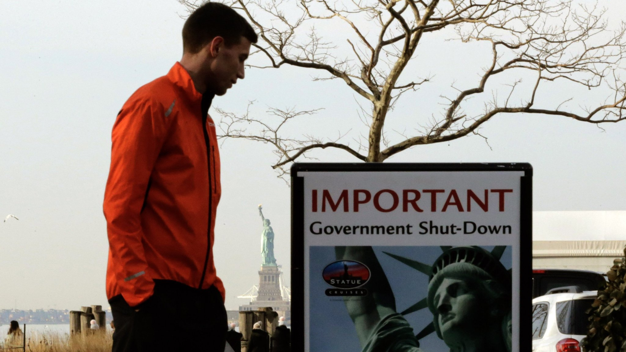 Left and right trade barbs as US shutdown stalemate drags on