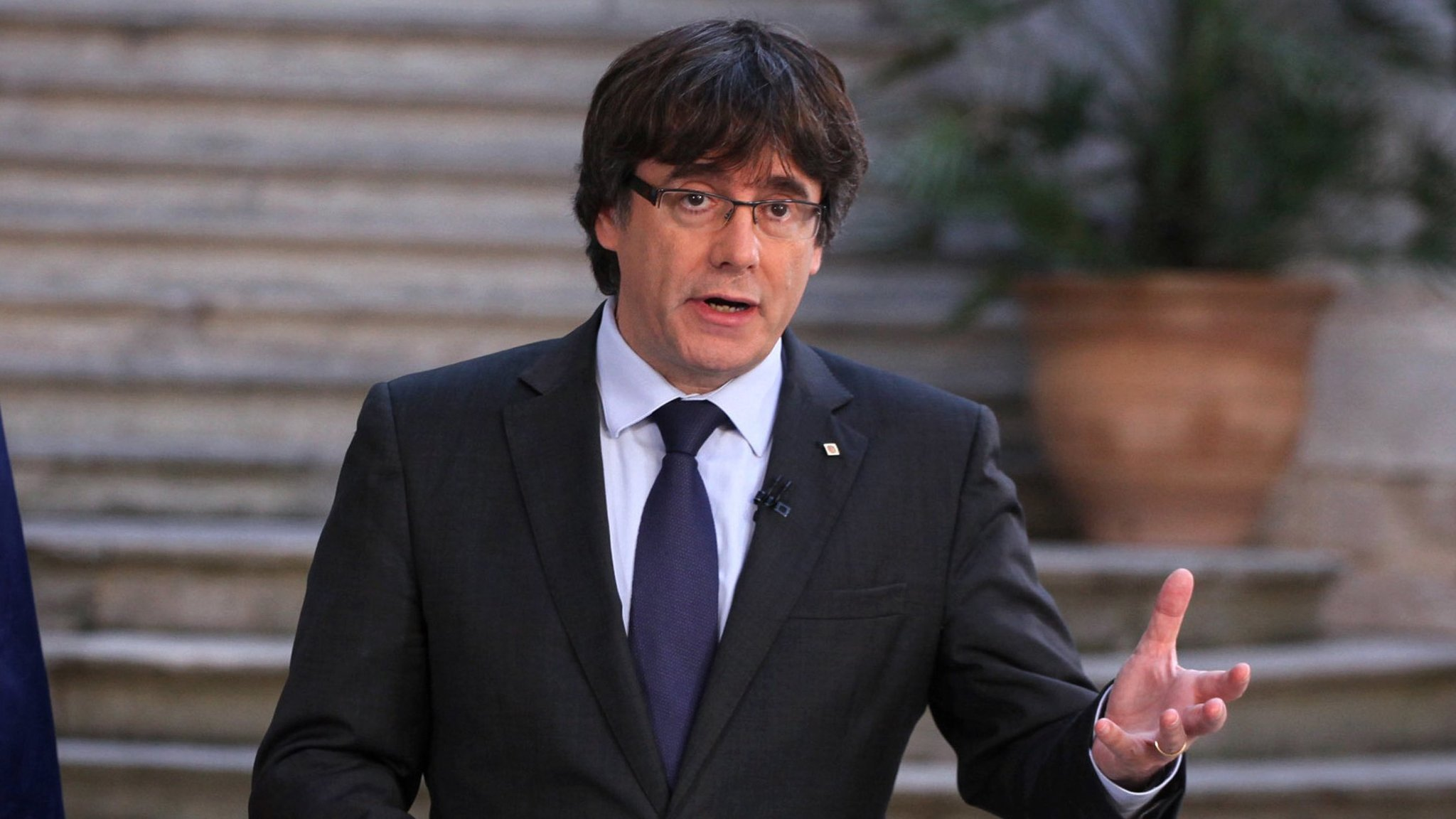Catalan leader eyes Skype to deliver secession message