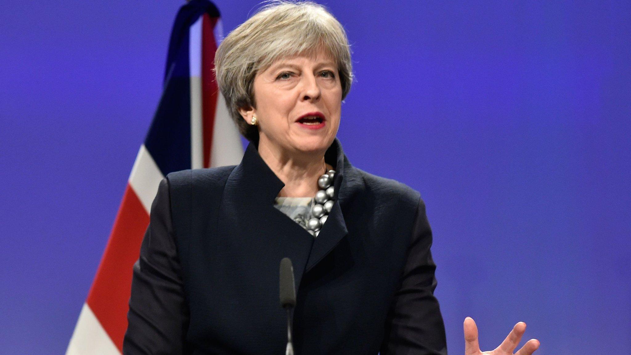 Pound falls sharply on breakdown in Brexit talks