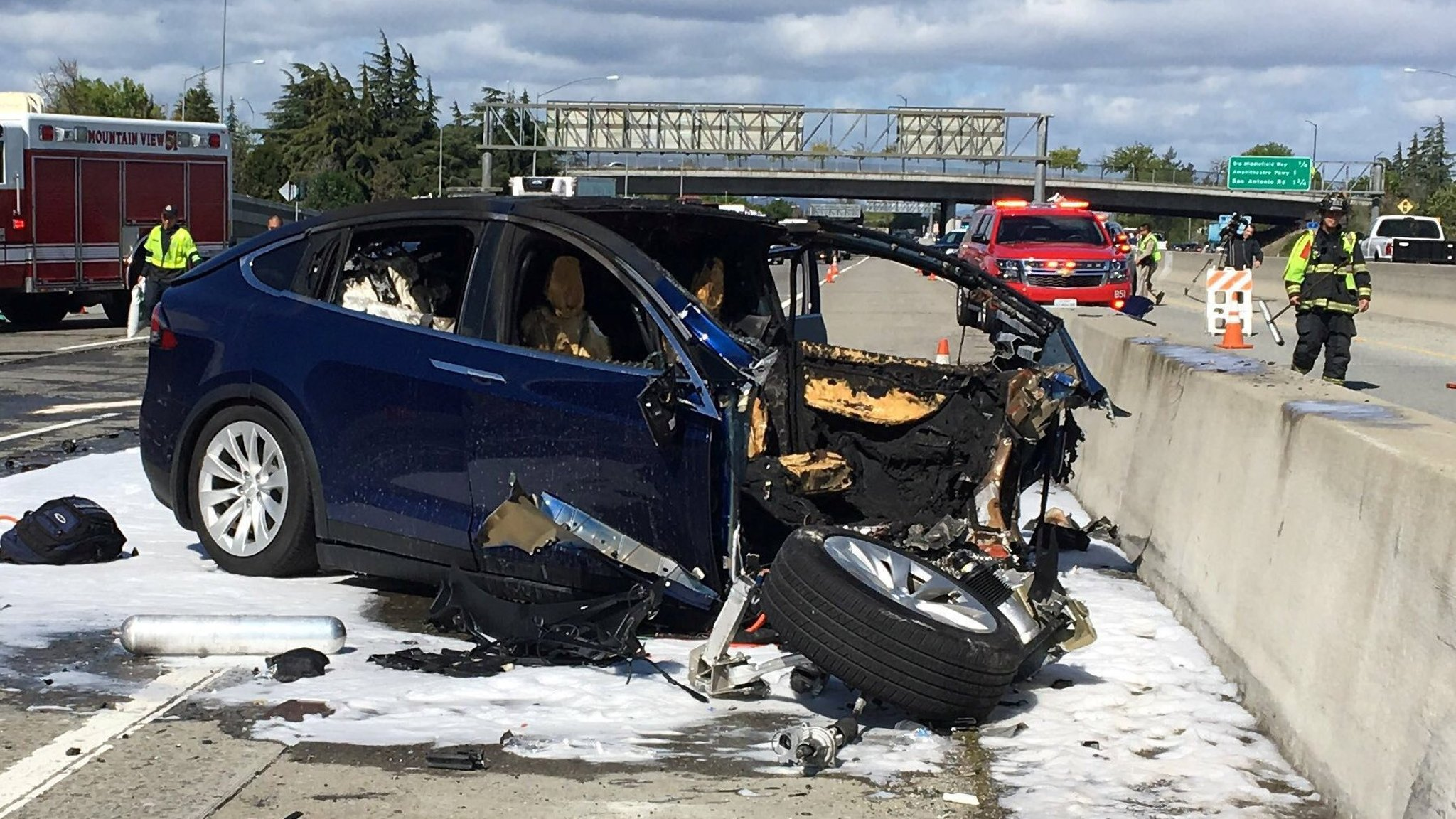 Tesla says crash car was running on autopilot | Financial Times