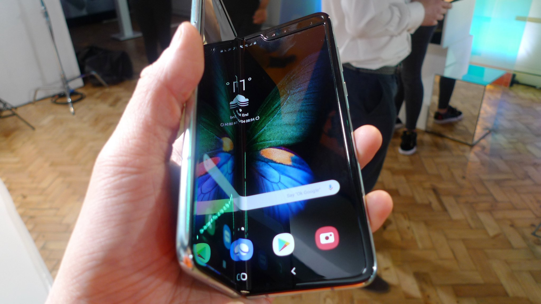 Samsung S New Galaxy Fold Breaking Within Days Say Reviewers Financial Times