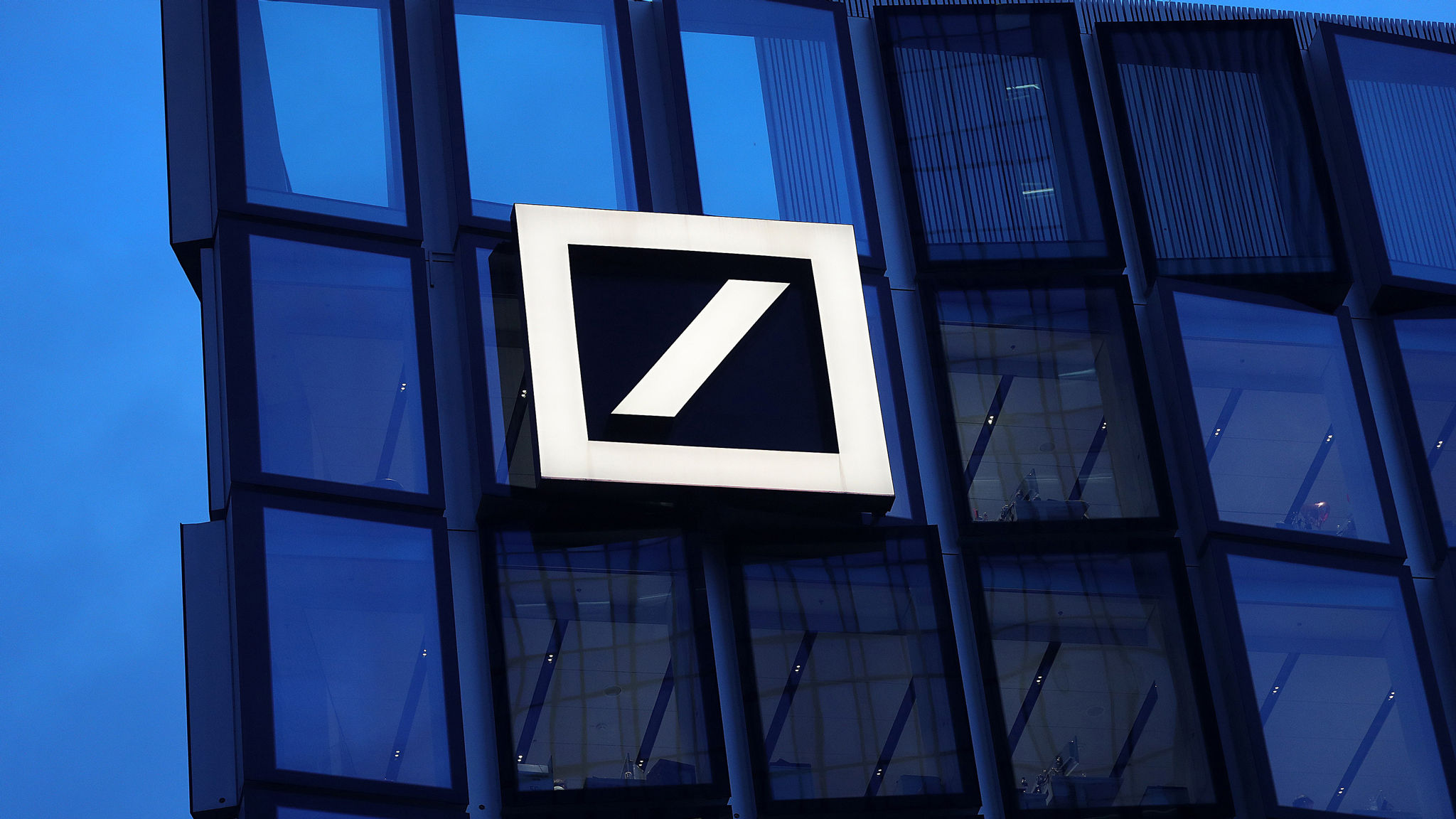 Deutsche Bank slumps to largest quarterly loss since 2015