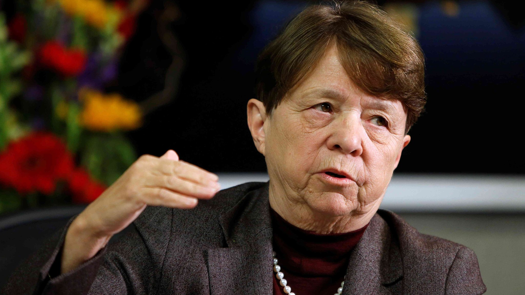 SEC chair Mary Jo White to step down
