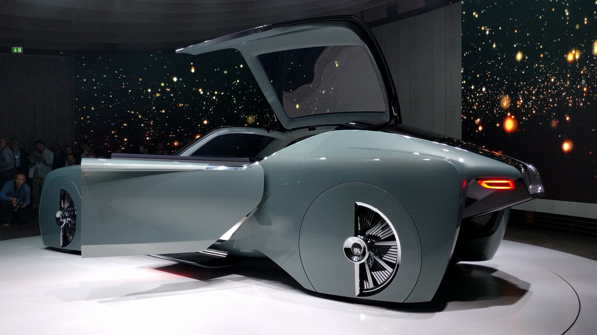dc design rolls royce in london designer dc Rolls-Royce unveils its first driverless car