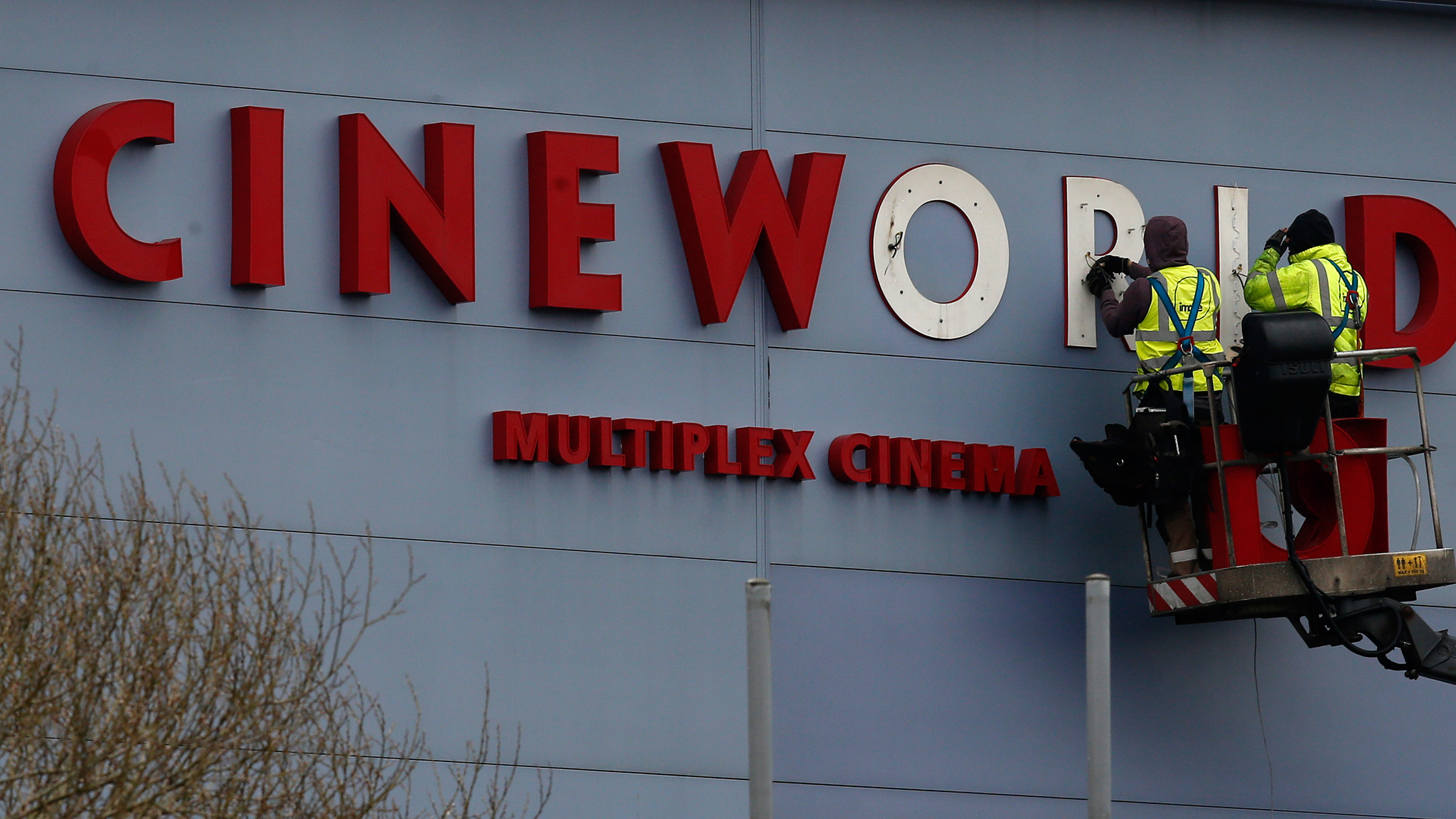 Cineworld clinches $3 6bn reverse takeover of Regal