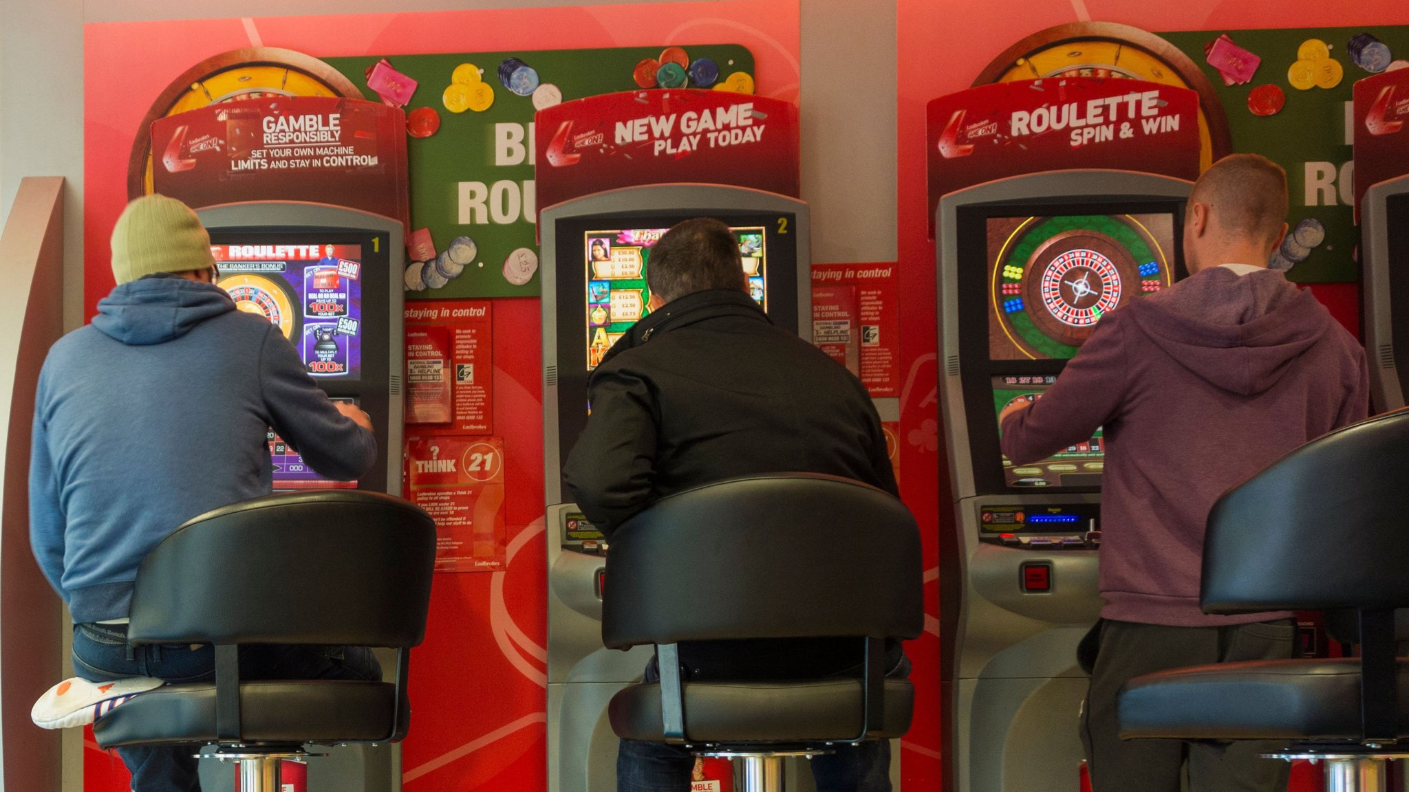 Betting regulator to look at stake limits for online games | Financial Times