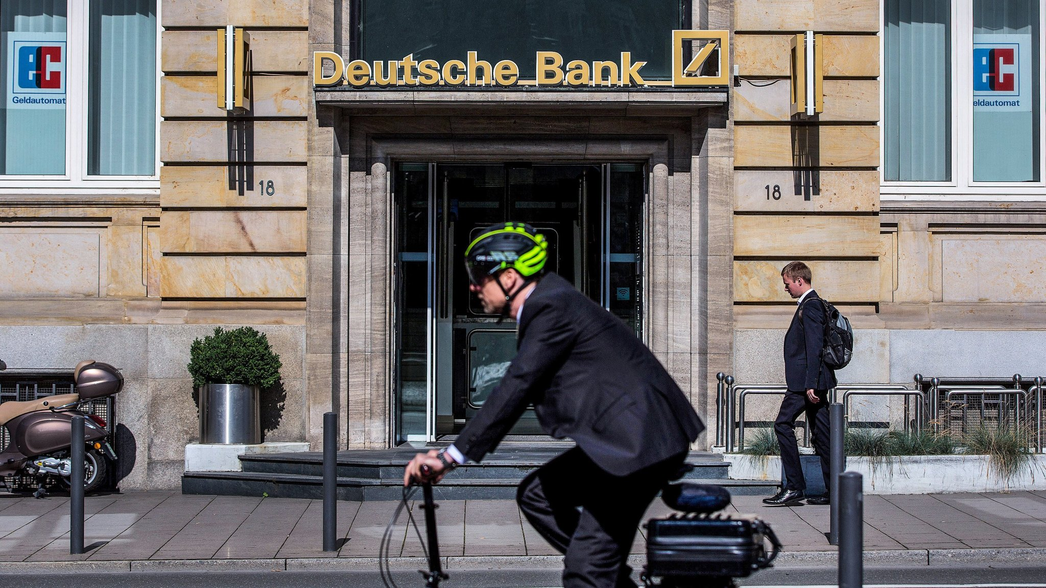 Graduate applications flood Deutsche and other banks