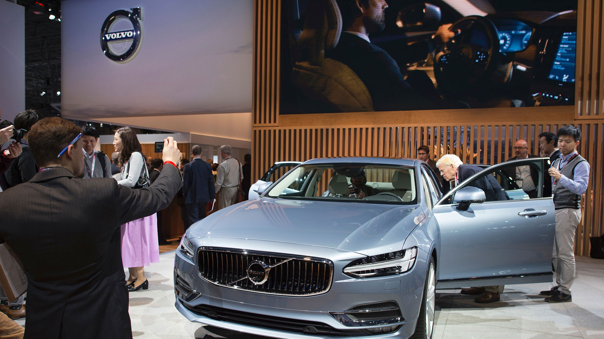 Drivers take a back seat for China luxury carmakers