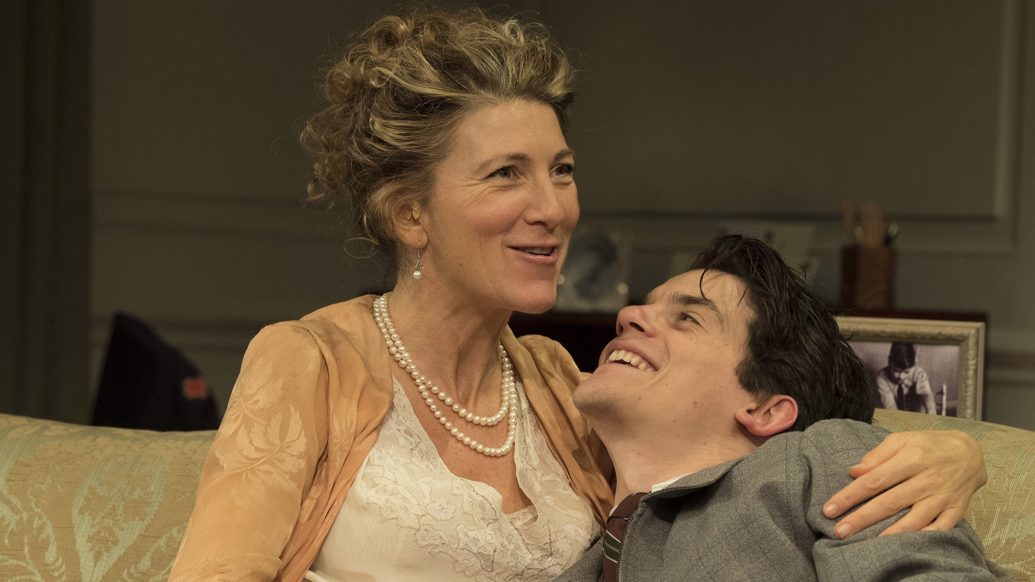 Love In Idleness, Apollo Theatre, London €� Emotional Truths Behind The  Droll Repartee How