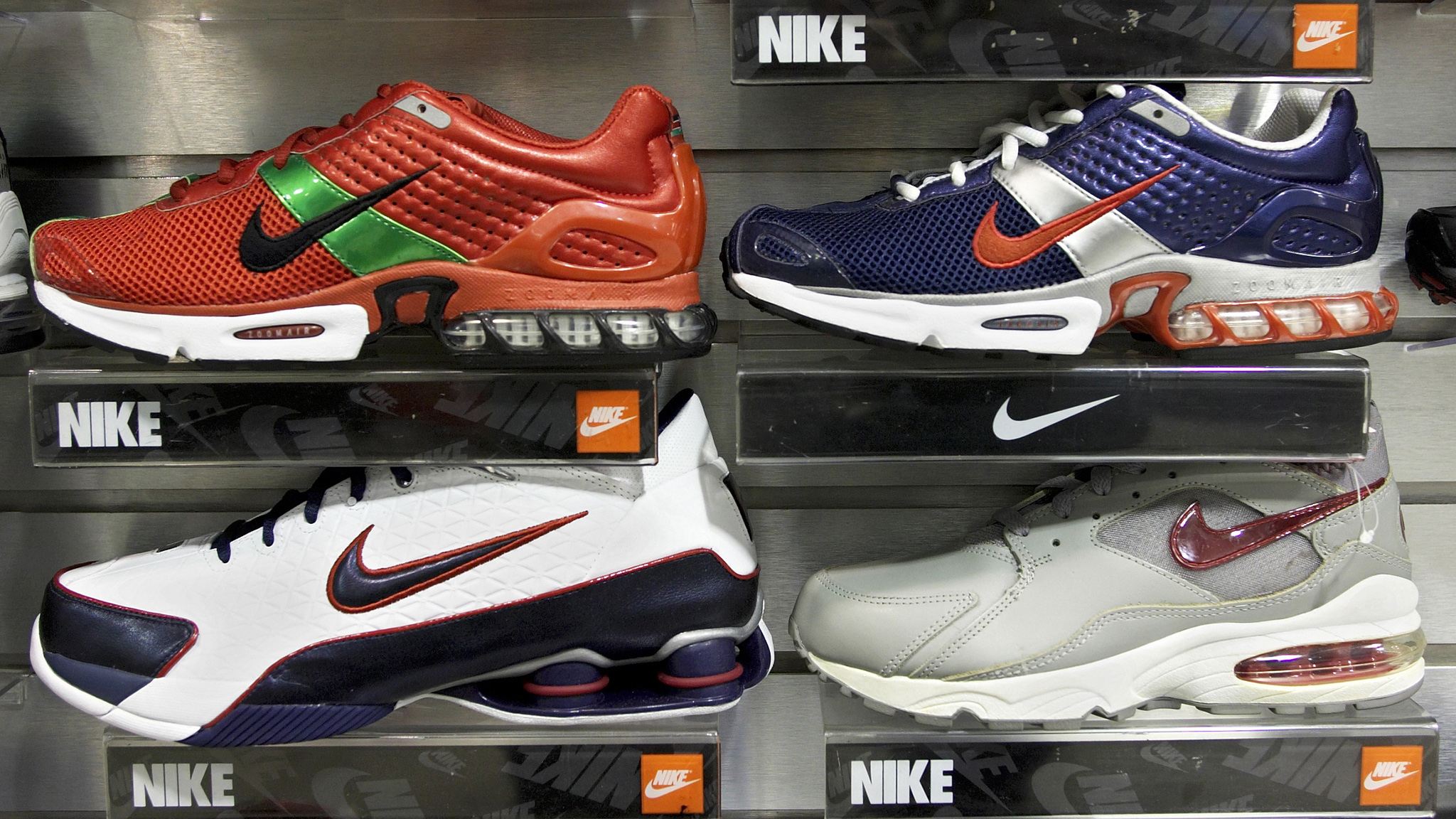 c5ca059a1a10 Nike races ahead on buyback announcement