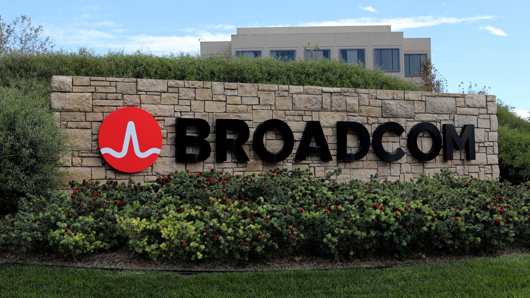 Broadcom nears $15bn deal to buy Symantec | Financial Times