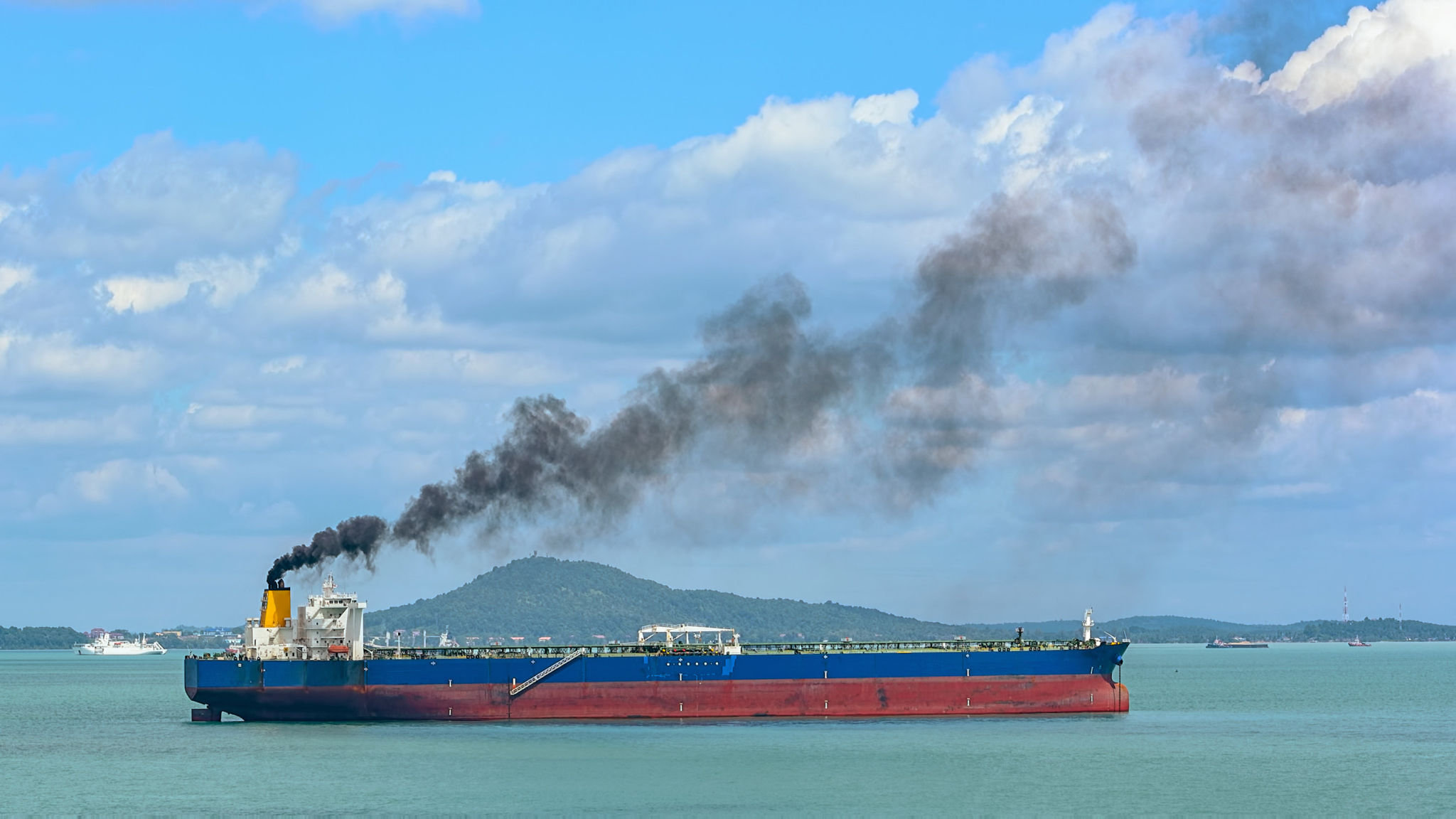 New maritime emissions rule pushes up premium for cleaner fuel