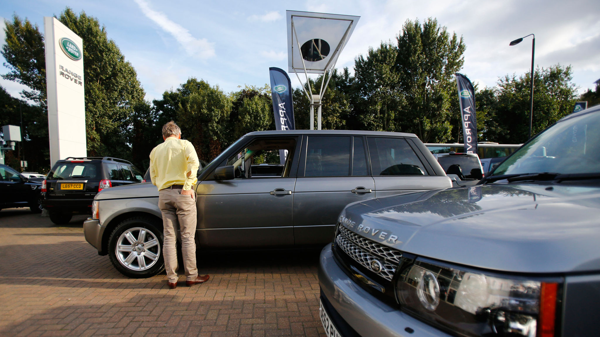 Car dealership Lookers warns on profits | Financial Times