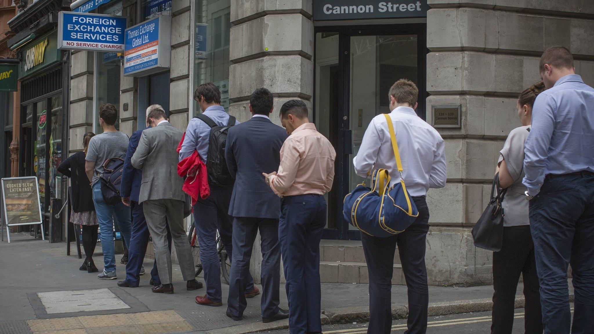 Xchange Bureaux De Change : Britons queue to exchange pounds ahead of referendum financial times
