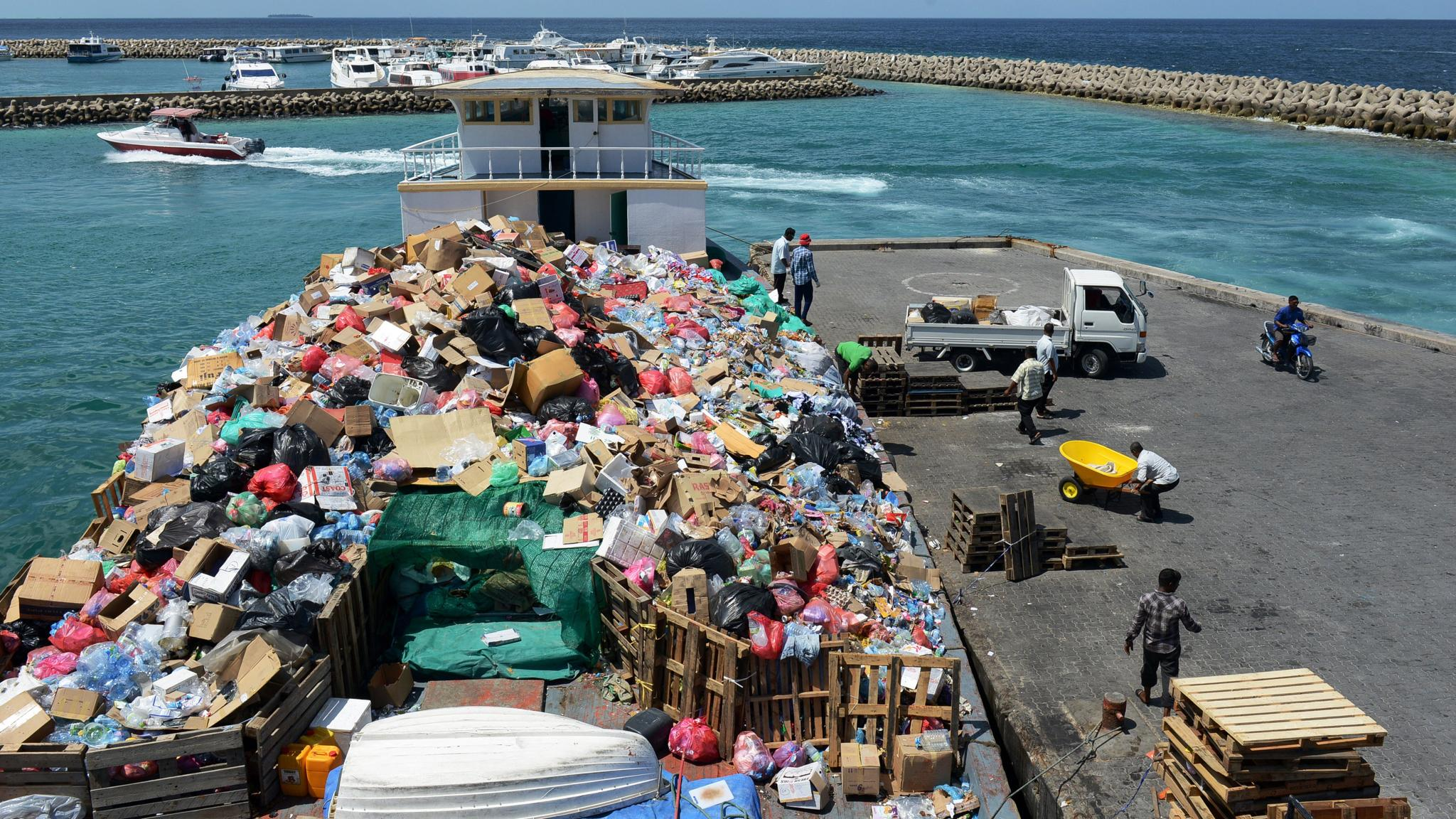 Senate Fail >> Maldives island swamped by rising tide of waste
