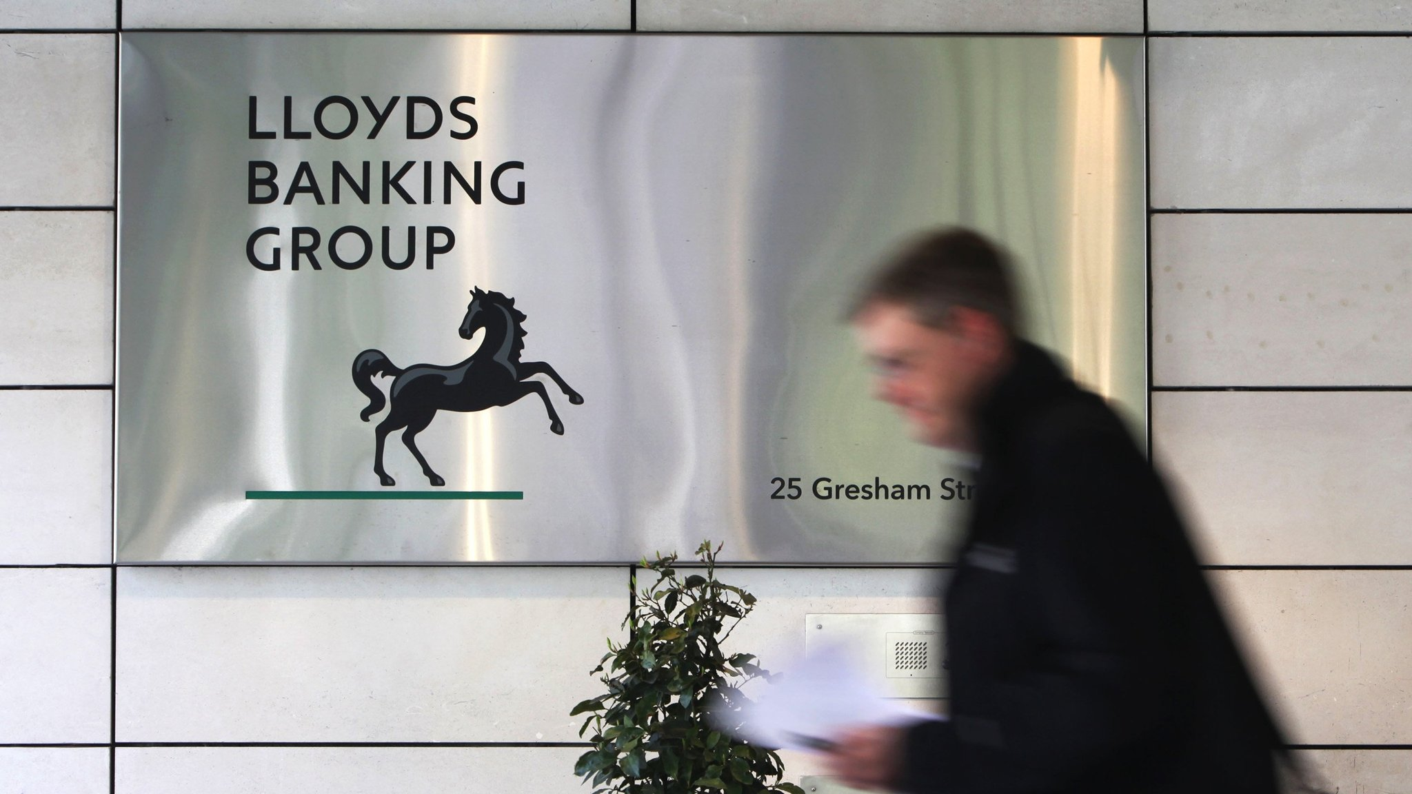 lloyds bank prepares to sell off its london headquarters financial