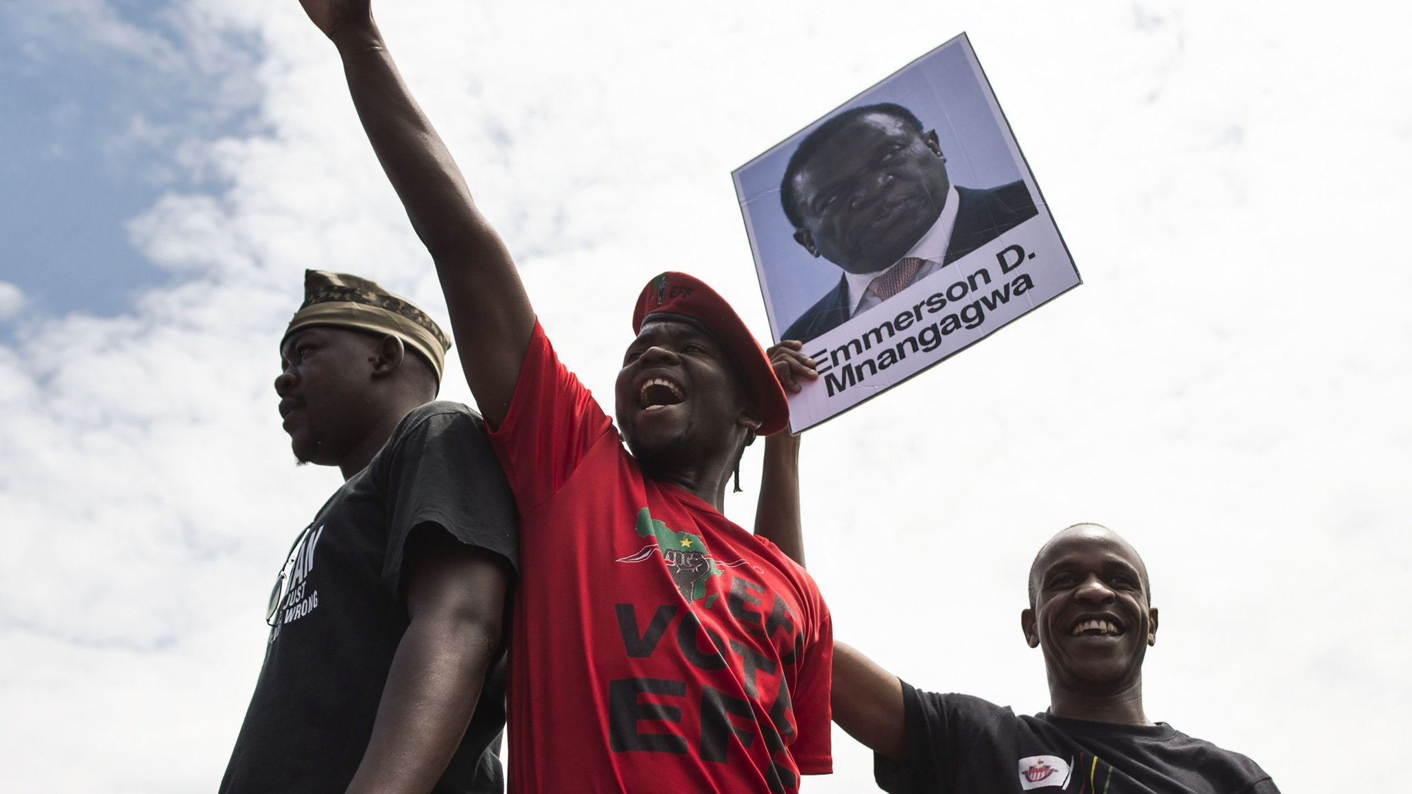 Zimbabwe's ousted vice-president joins calls for Mugabe to resign