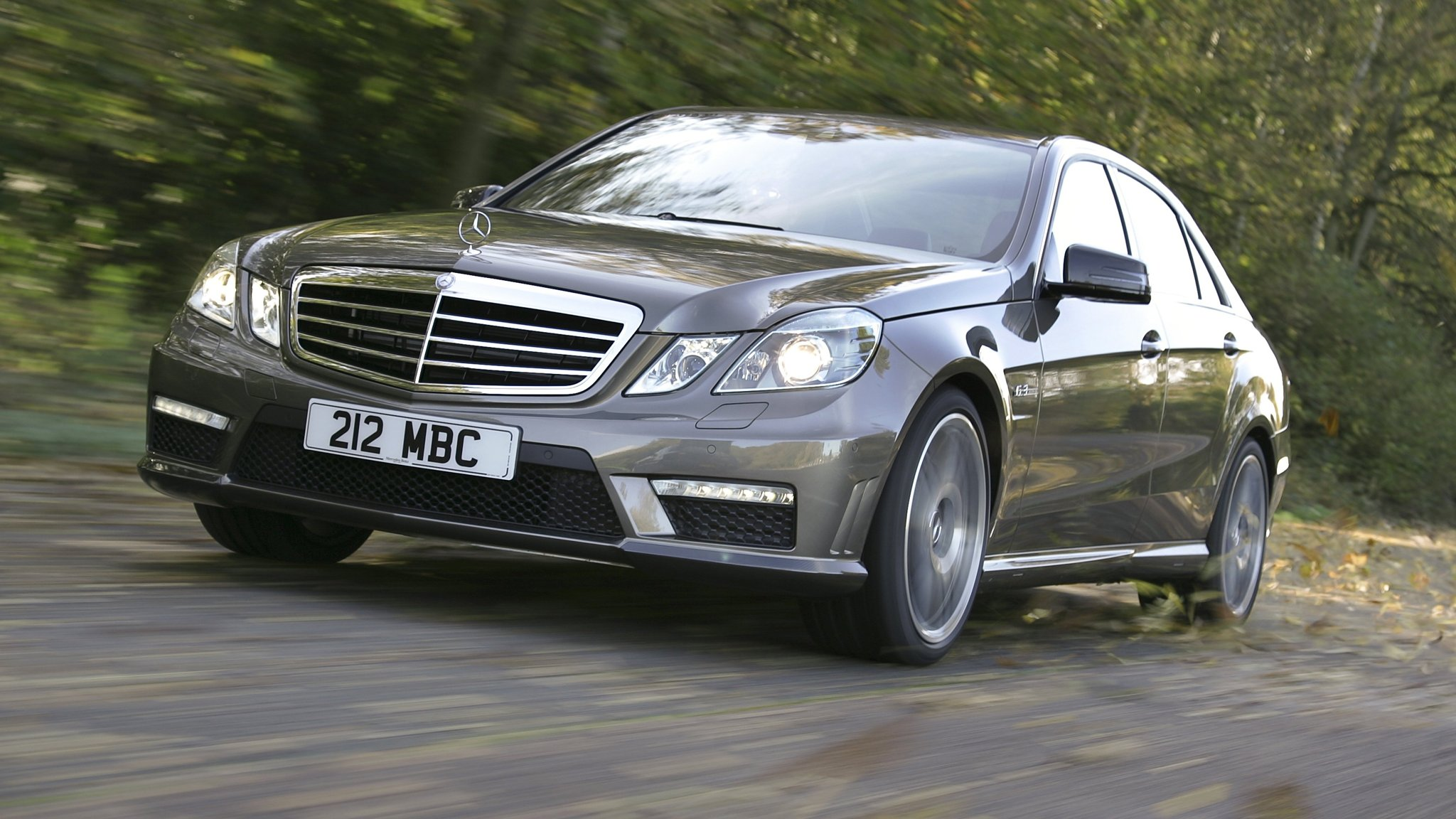 Mercedes Benz Gains On Bmw In Global Luxury Car Sales Race Financial Times