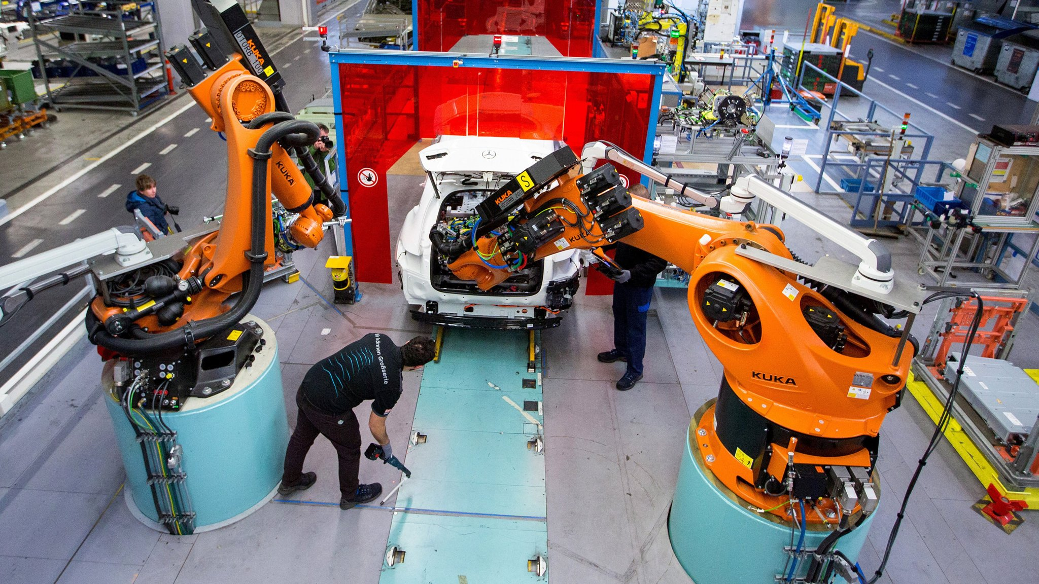 Germany's Kuka plans move into world of personal assistant robots |  Financial Times