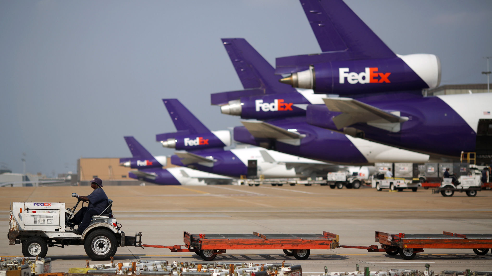 FedEx shares plunge on gloomy economic outlook
