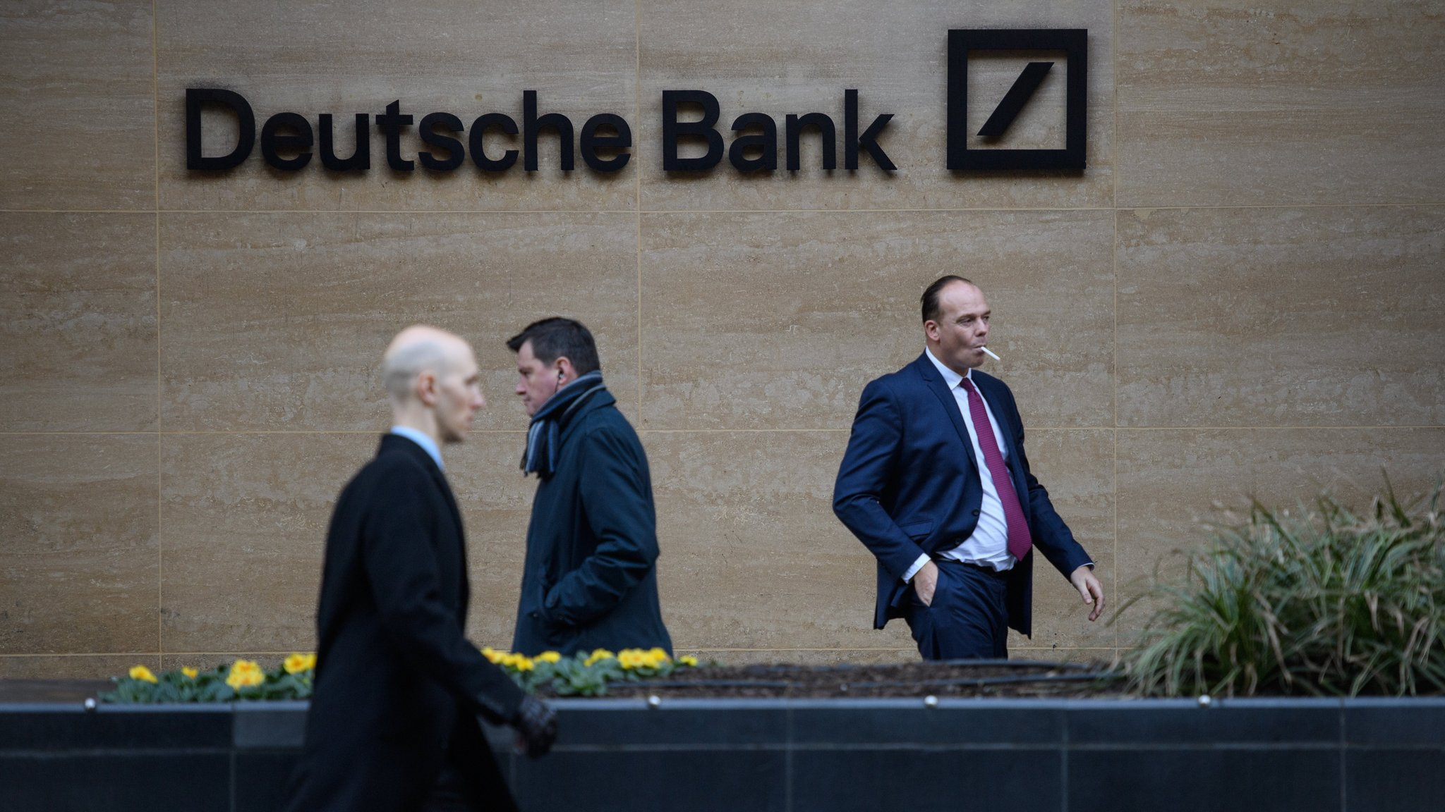 deutsche bank cuts bonus pool by almost 80. Black Bedroom Furniture Sets. Home Design Ideas