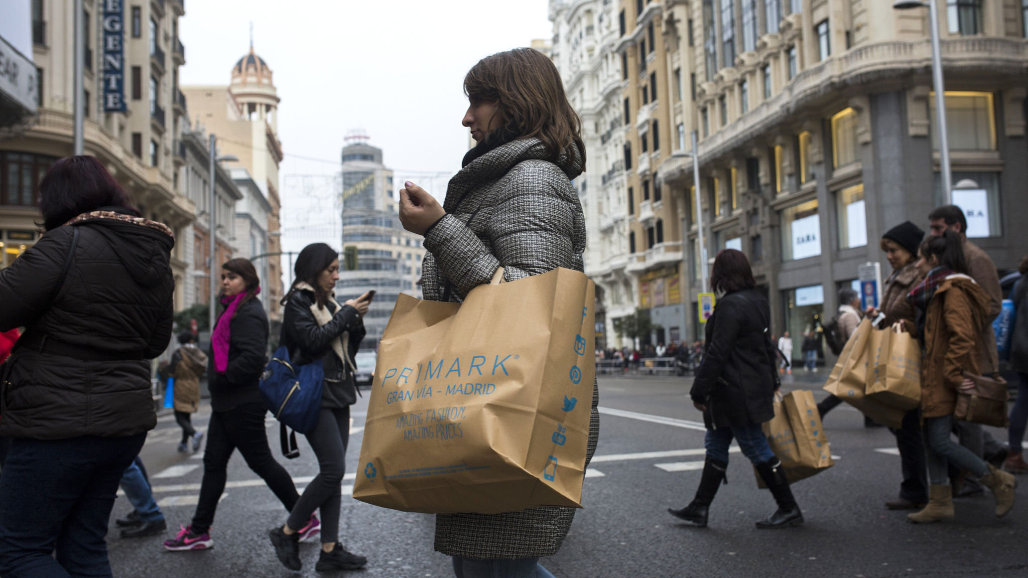 Household spending helps Spain to buck eurozone growth trend