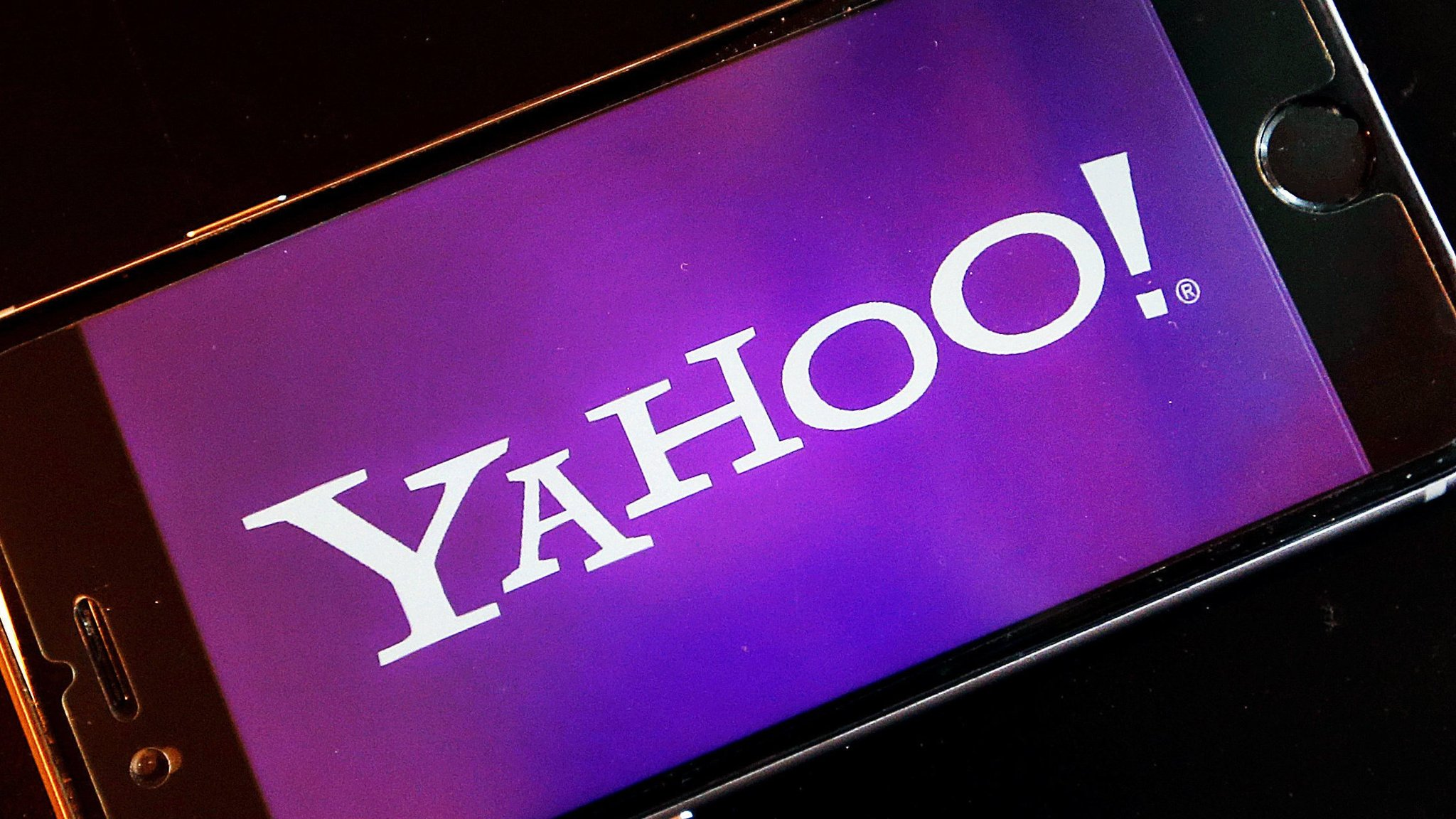 Cyber attacks lead Yahoo to accept price cut on $4.8bn Verizon deal