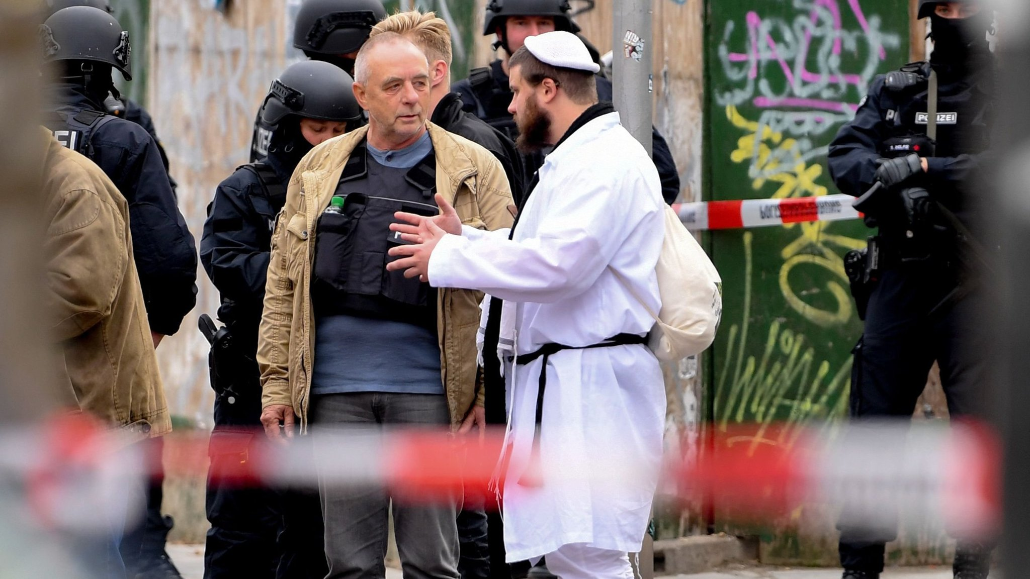 """Képtalálat a következőre: """"halle synagogue shooting"""""""