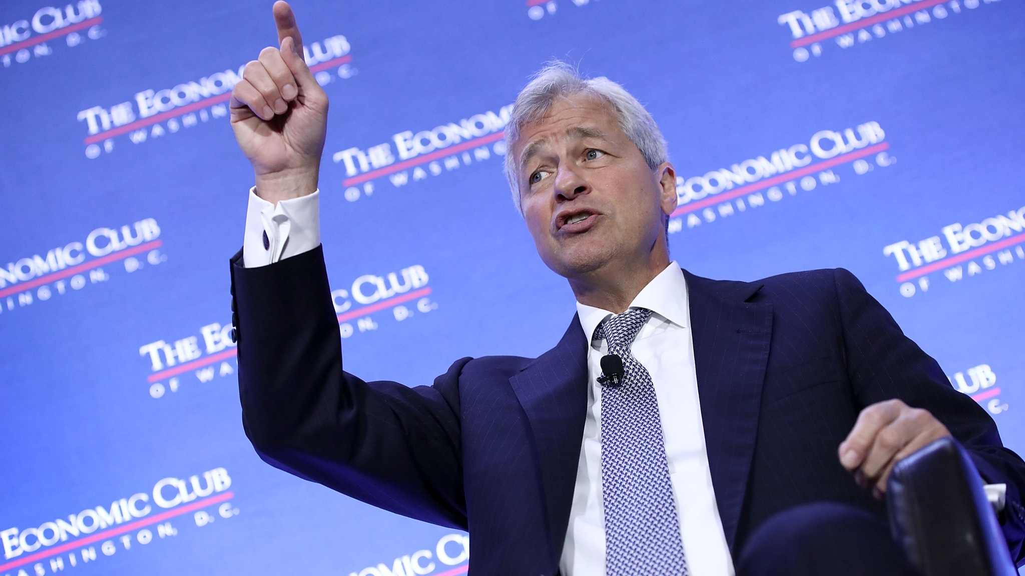 Dimon to remain JPMorgan chief for 5 more years