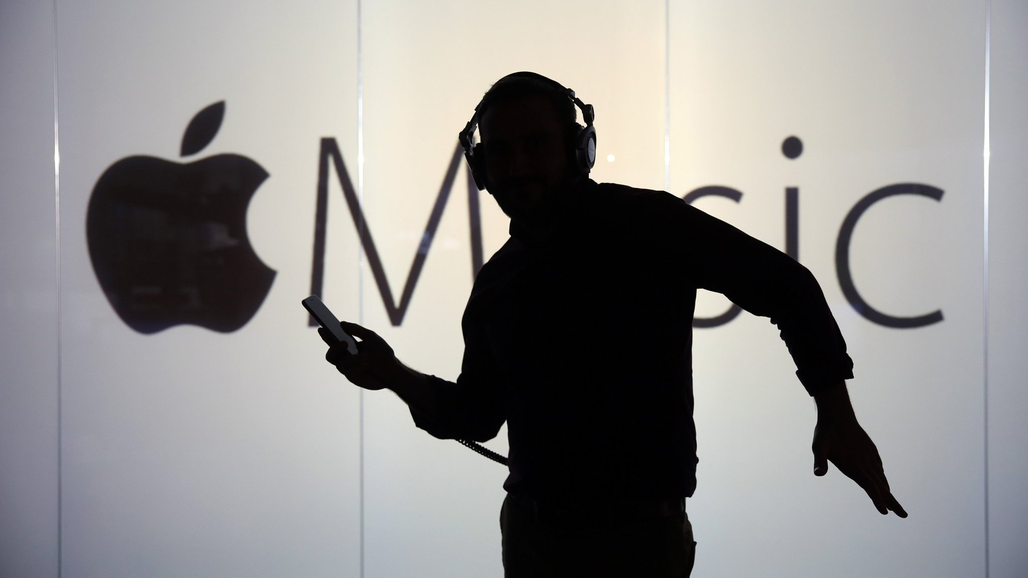 Apple tunes into terrestrial radio to compete with Spotify