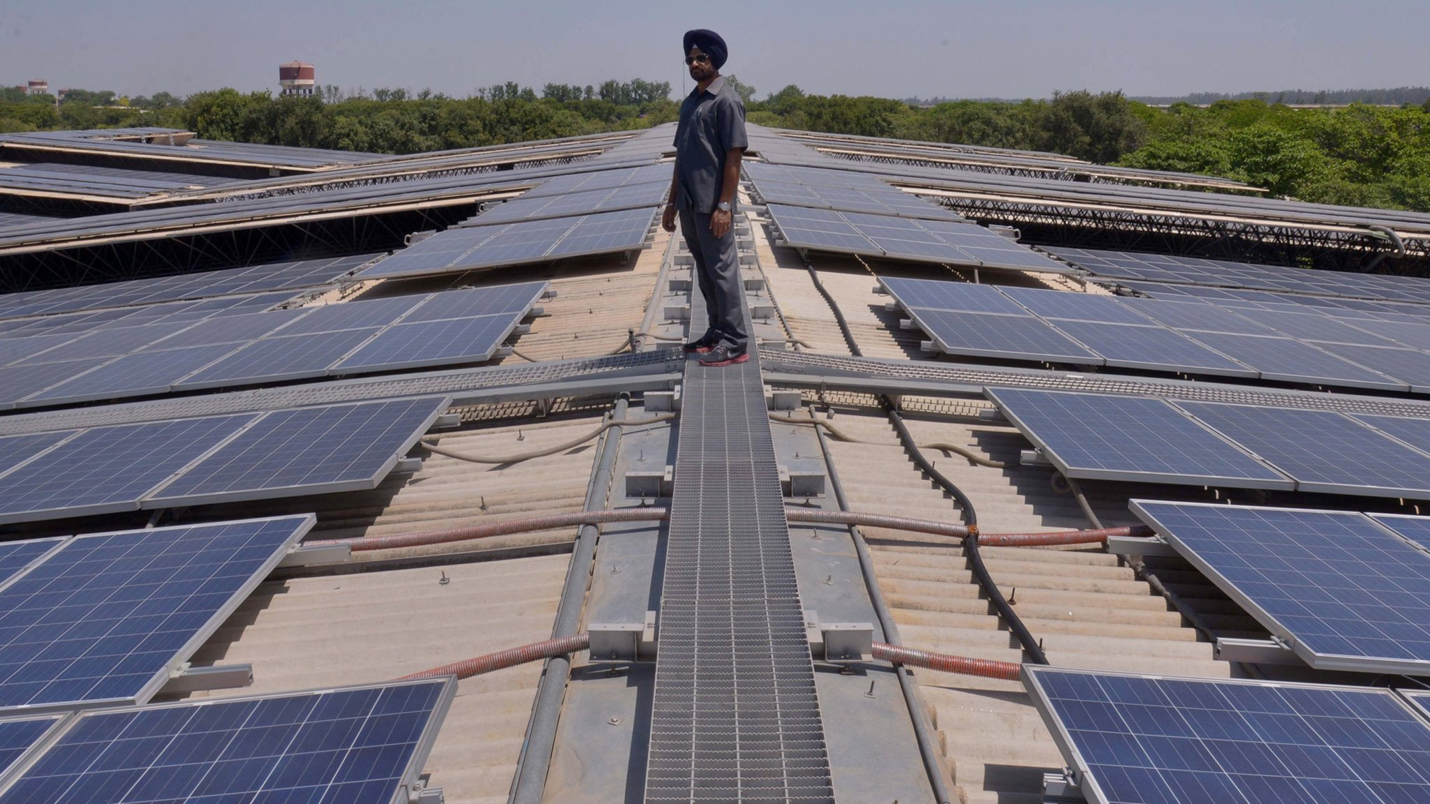 India defends solar panel makers from Chinese rivals