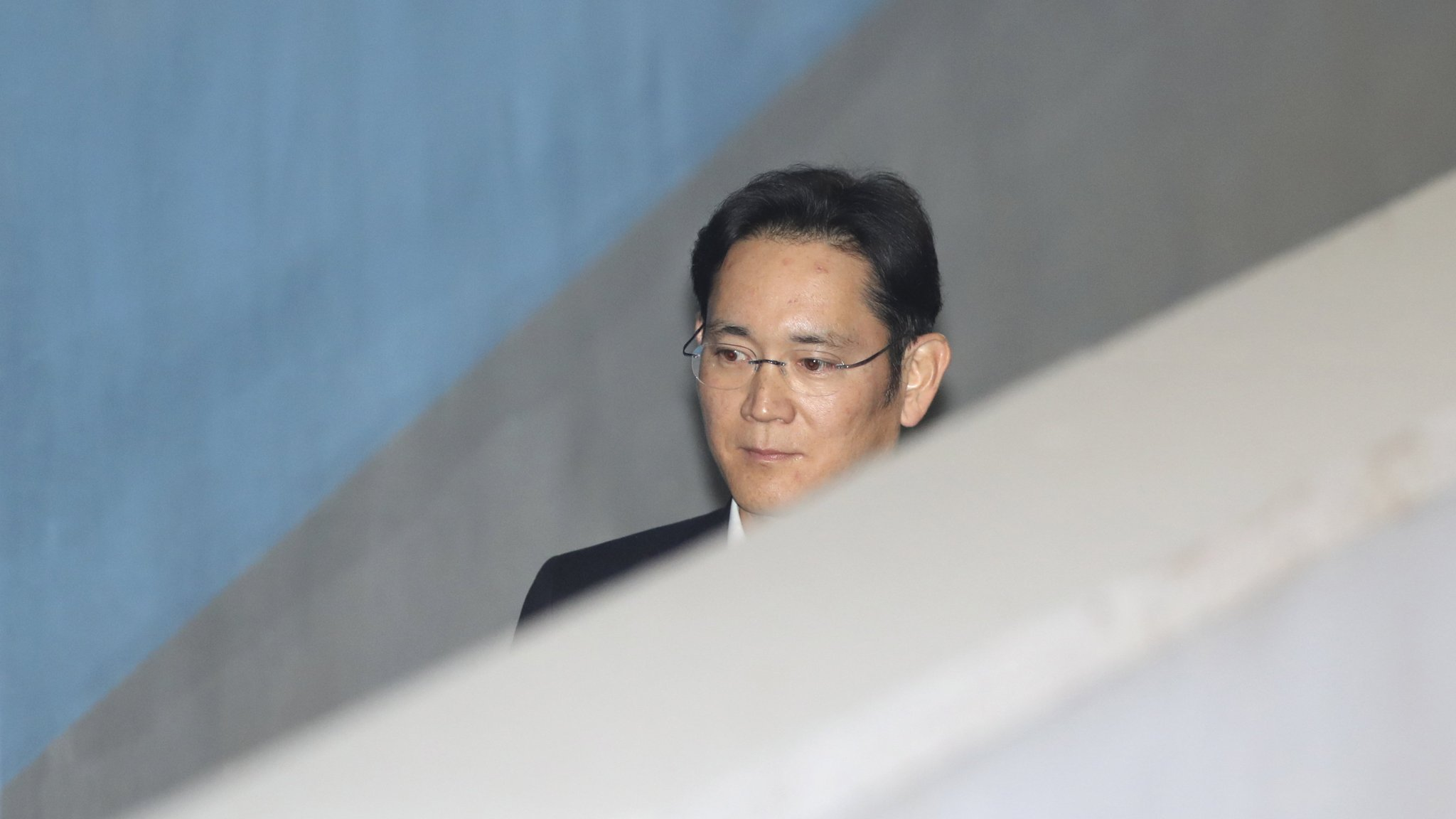 Samsung heir freed with suspended sentence from appeals court
