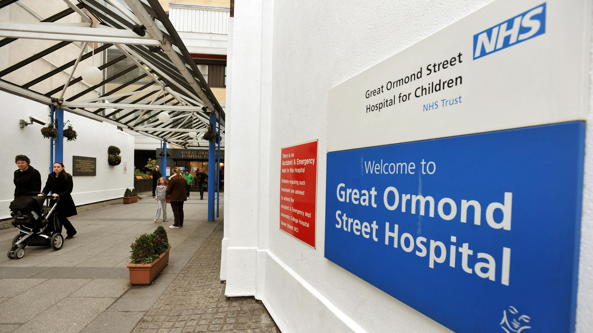 Great Ormond Street to return donations from men-only dinner