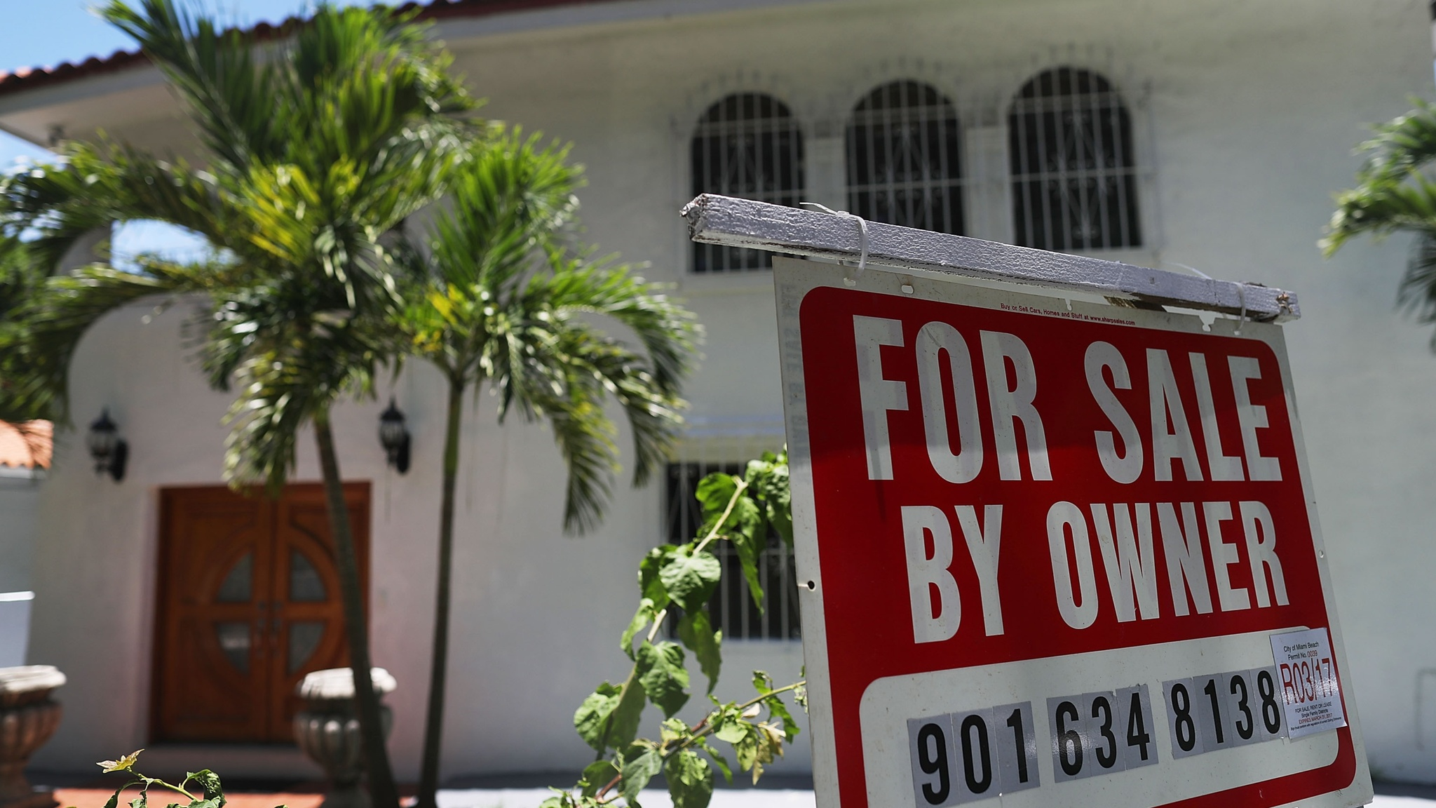 US existing home sales rebound in July amid lower mortgage rates