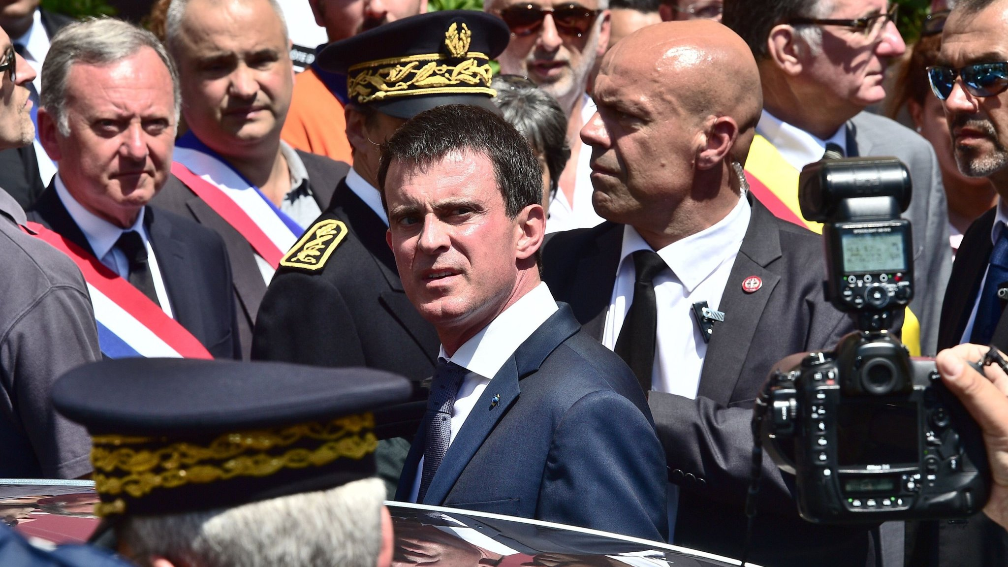 French Pm Valls Booed As He Attends Tribute To Nice Victims Financial Times