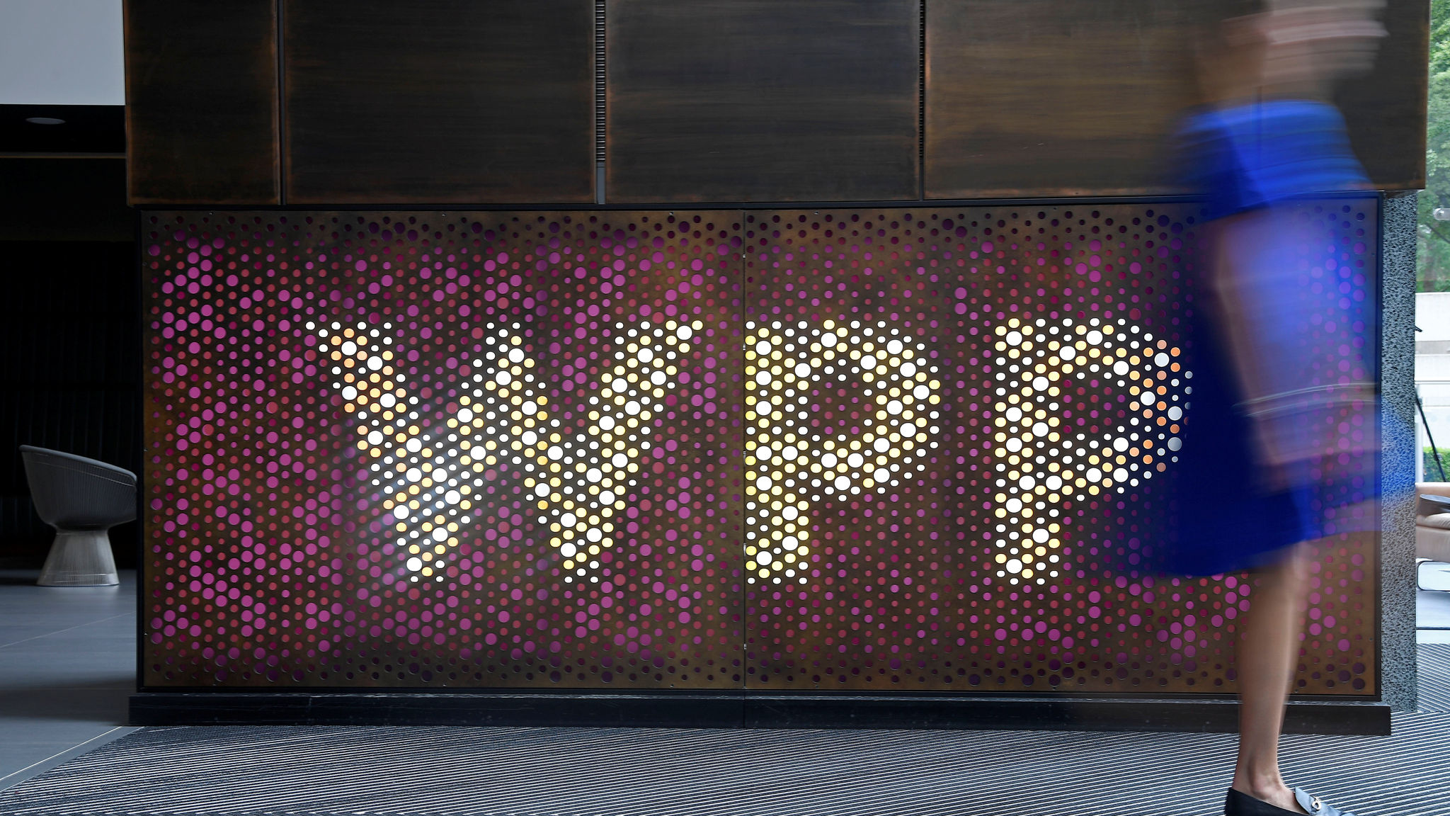 WPP sales drop eases in sign of progress on restructuring