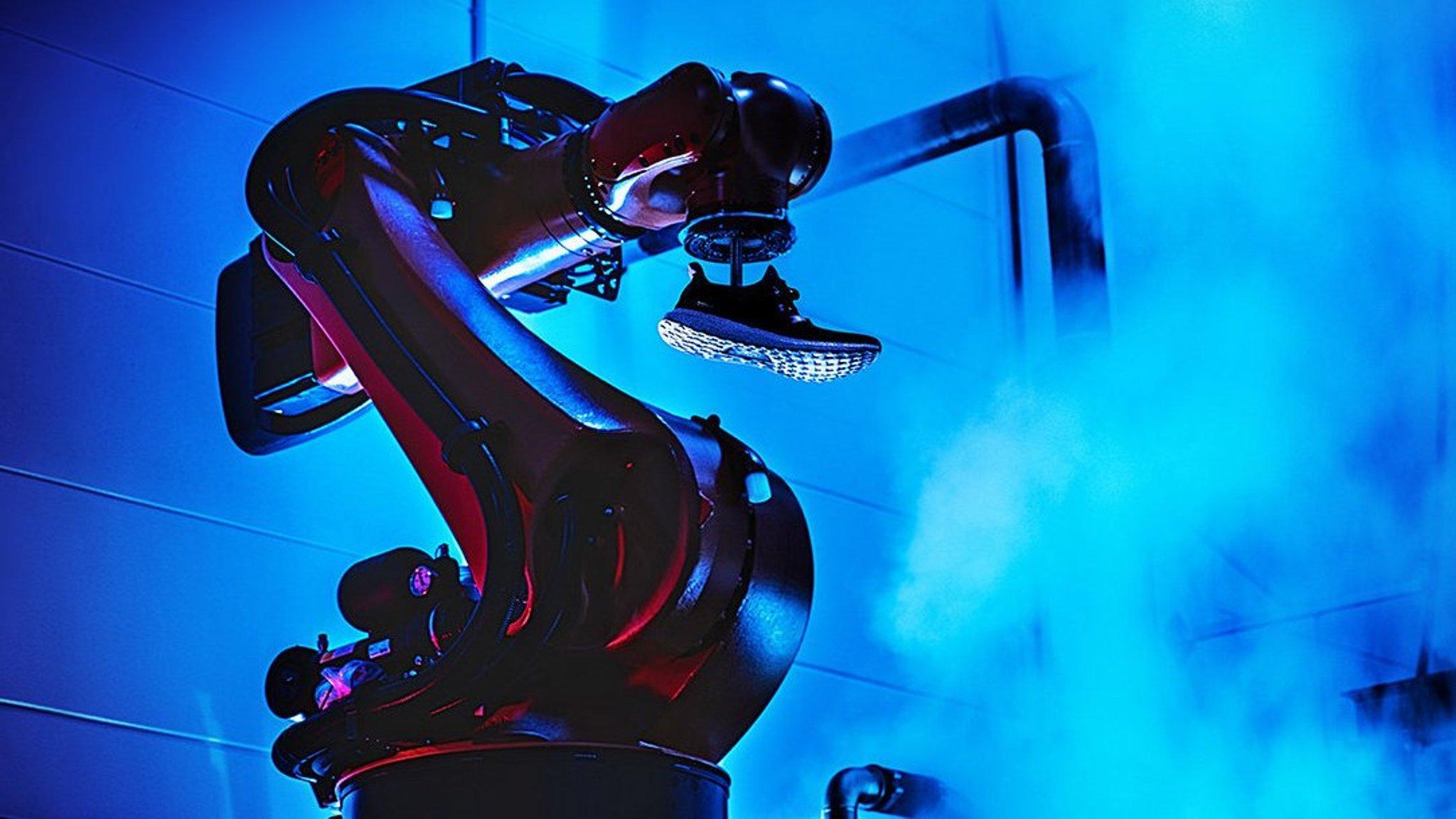 Interrupción neumático Inducir  Robot revolution helps Adidas bring shoemaking back to Germany | Financial  Times