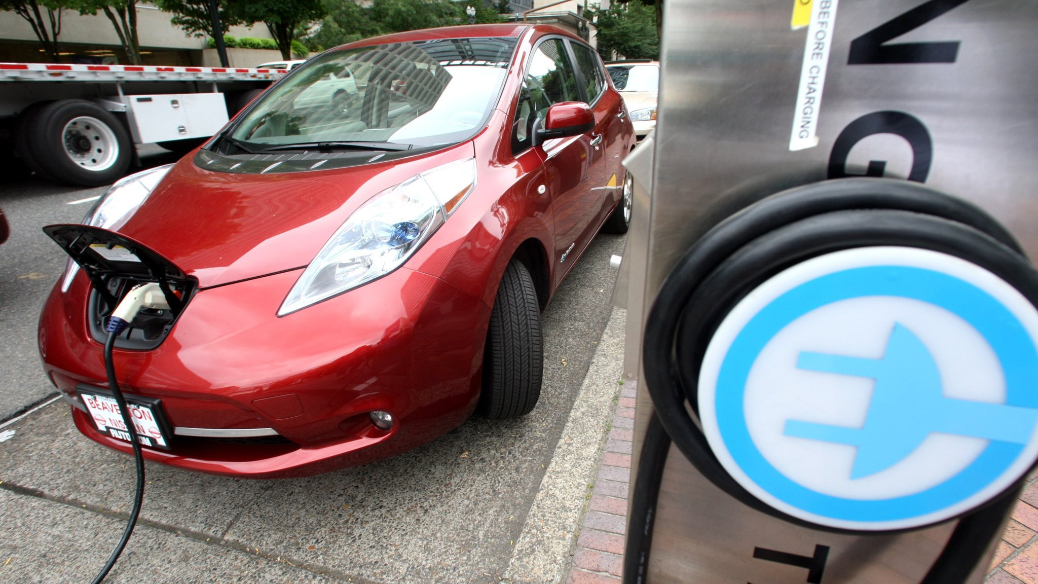 Nissan sees 2025 as turning point for electric cars | Financial Times