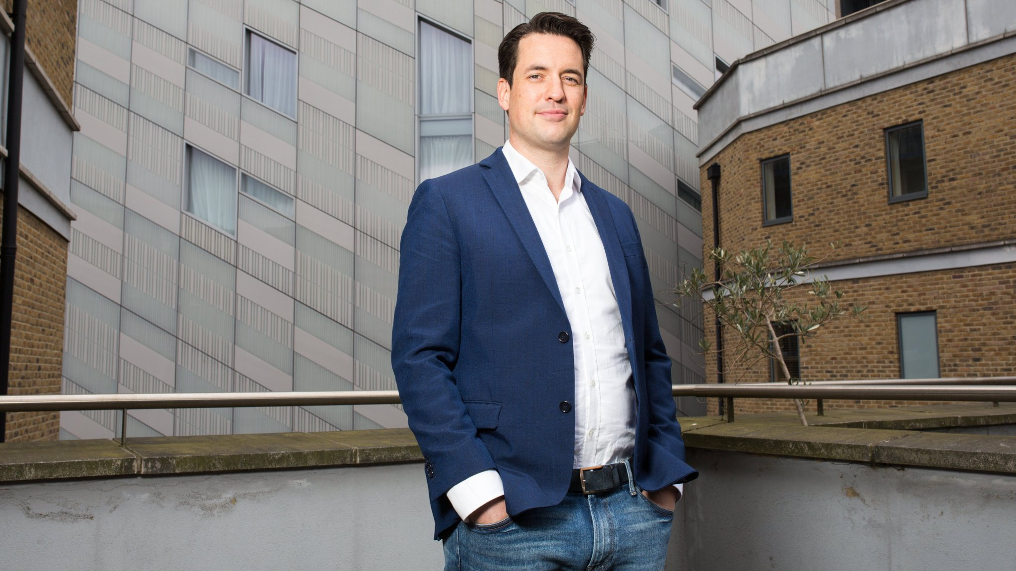 Artificial intelligence closes in on the work of junior lawyers