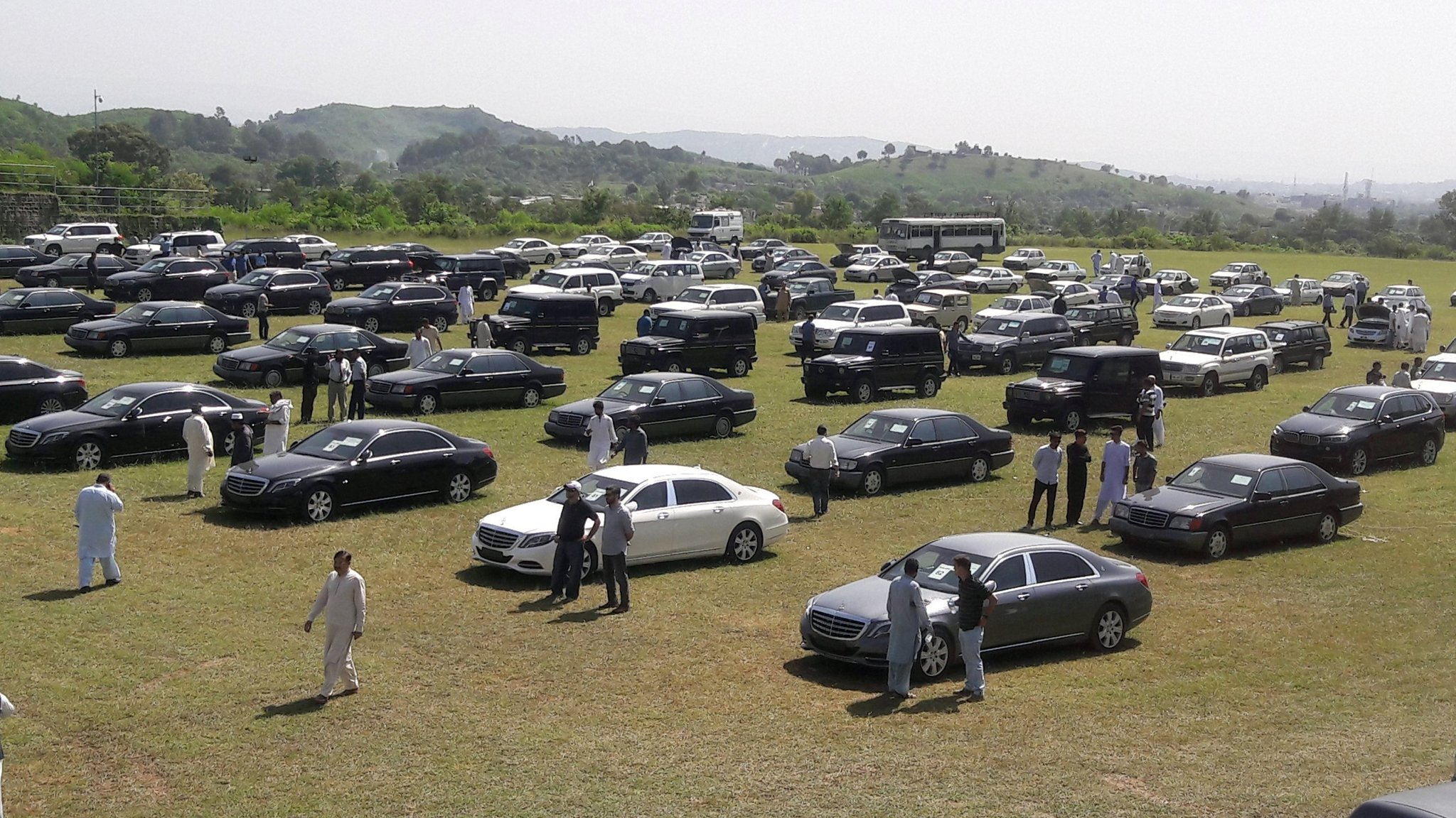 Pakistan auctions fleet of official cars in austerity drive
