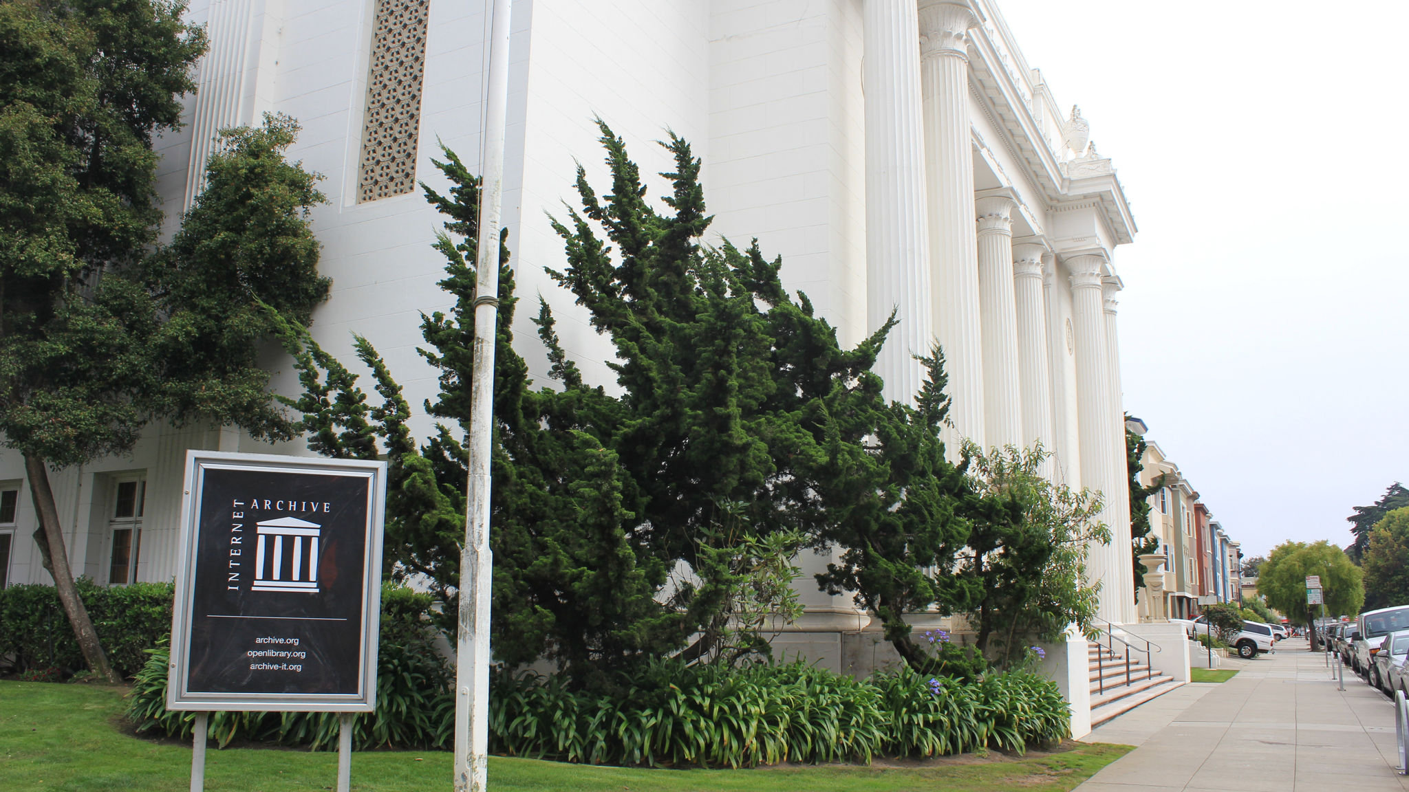 How the Internet Archive is waging war on misinformation