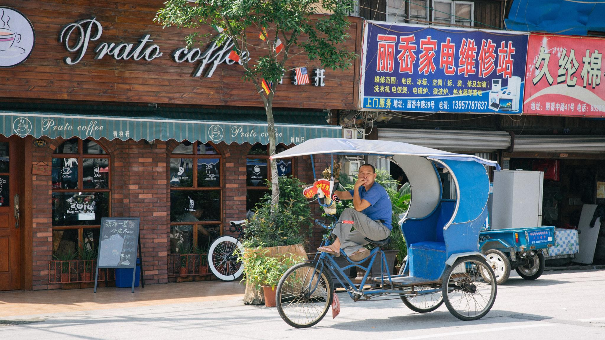 Chinese migrants smell the coffee at home