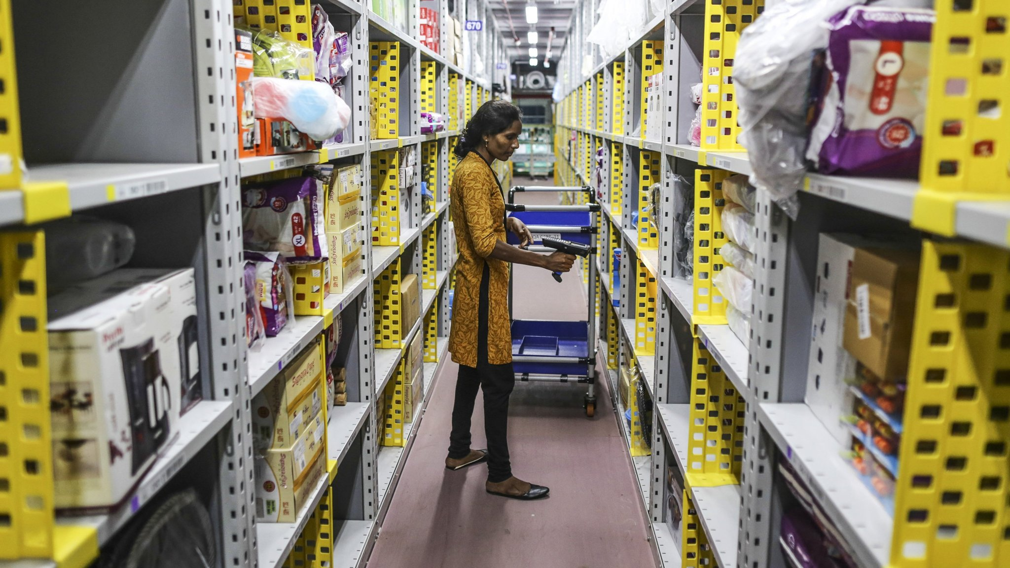 India's ecommerce law forces Amazon and Flipkart to pull