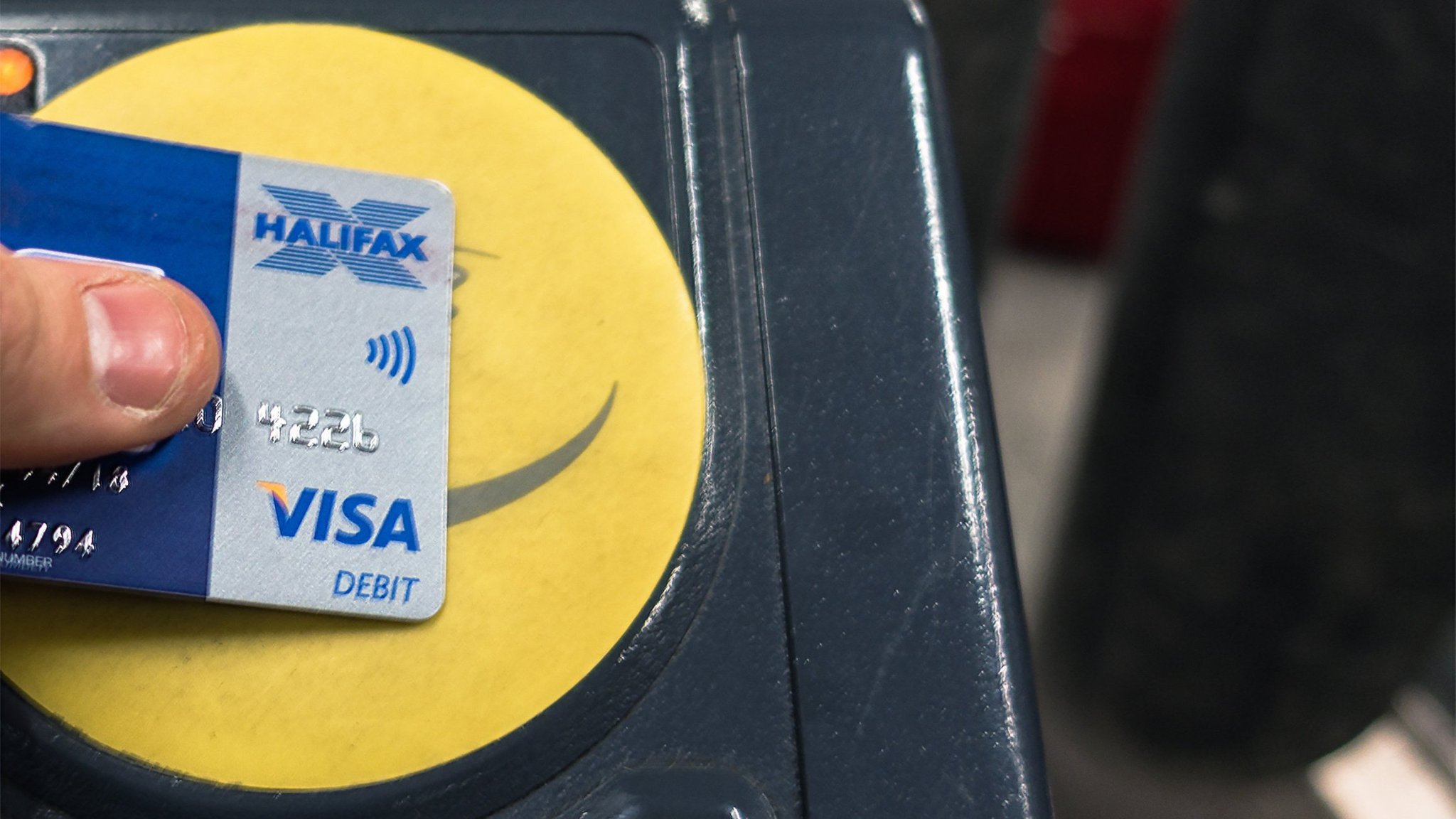 Why visitors mostly use Oyster cards and not Contactless payment cards