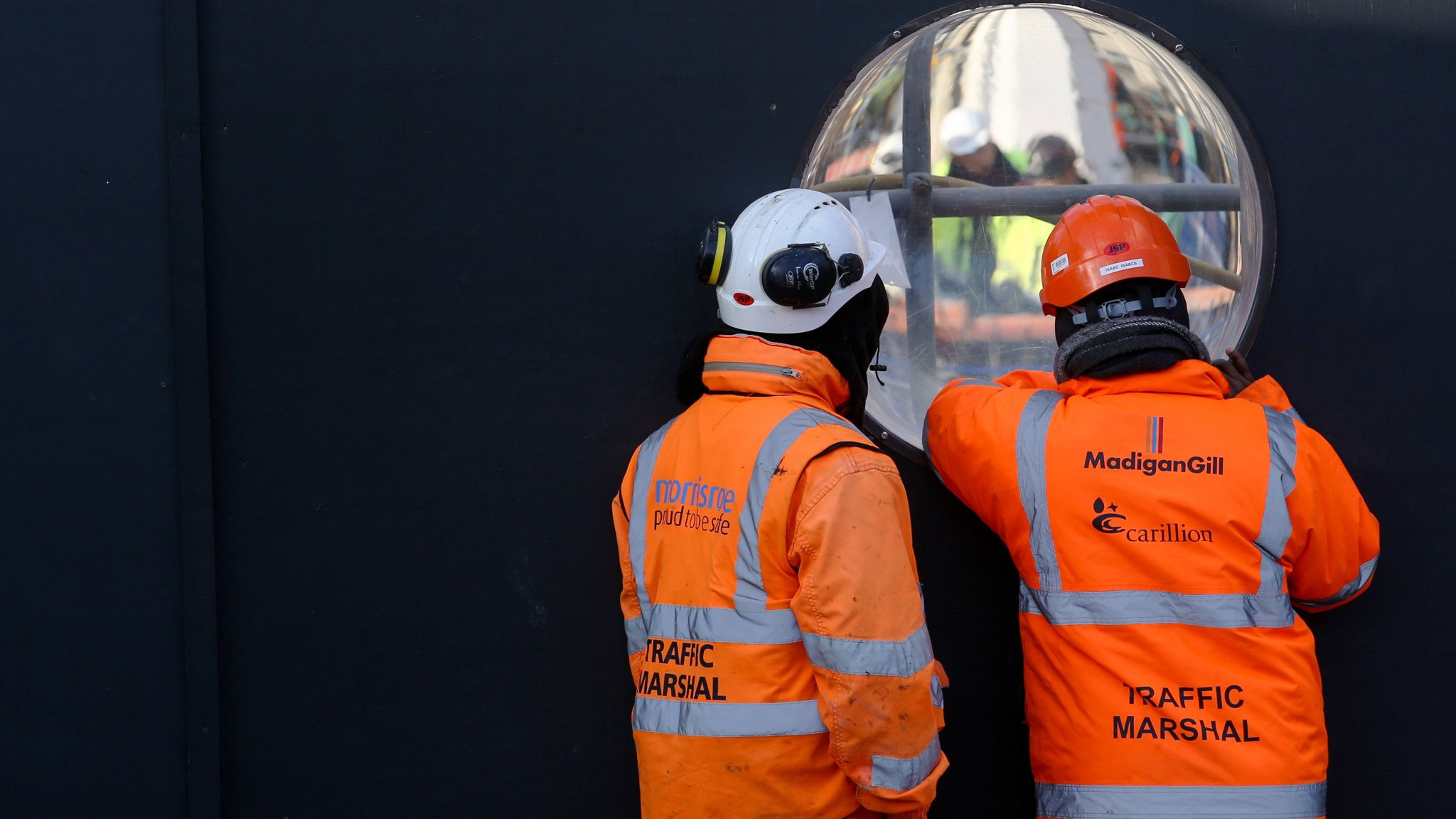 Carillion collapses after rescue talks with lenders fail