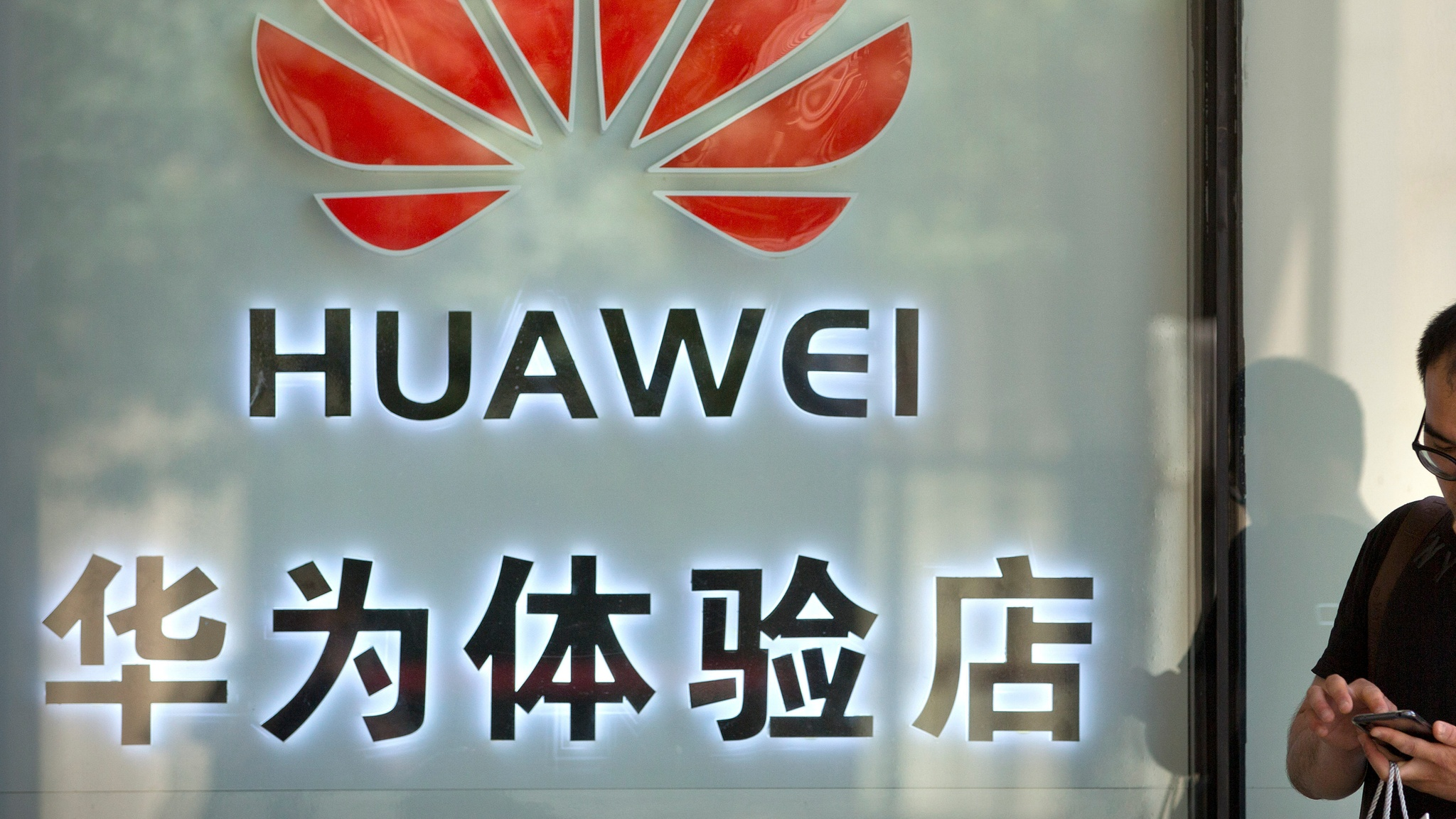 Huawei adds commercial 5G contracts despite US sanctions