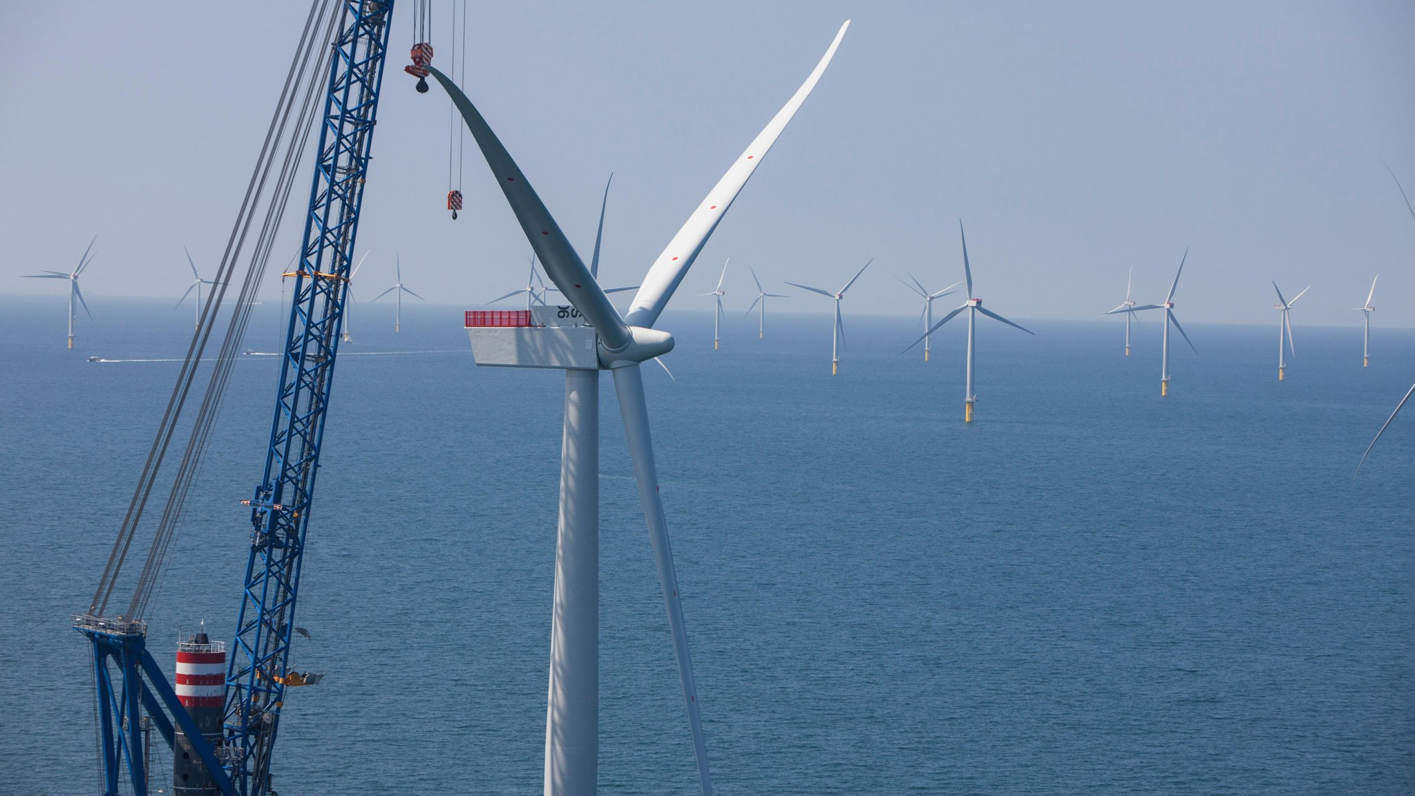 Powerful turbines slash price of offshore wind farms